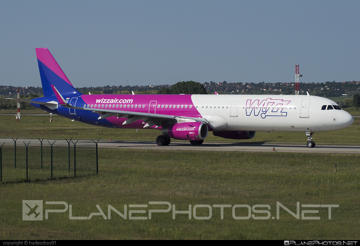 Airbus A321-231 - HA-LXZ operated by Wizz Air #a320family #a321 #airbus #airbus321 #wizz #wizzair