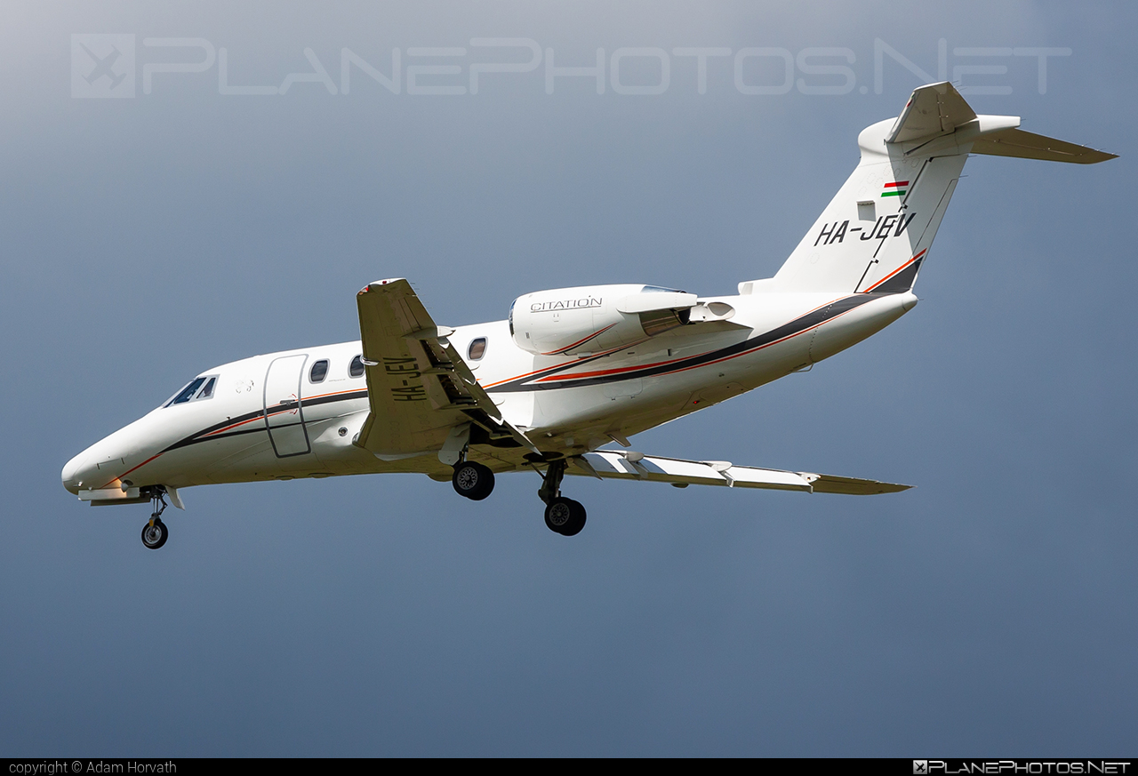 Cessna 650 Citation III - HA-JEV operated by Jet-Stream Kft. #cessna #cessna650 #cessna650citation3 #cessna650citationiii #cessnacitation #cessnacitation3 #cessnacitationiii #citation3 #citationiii #jetstream #jetstreamkft