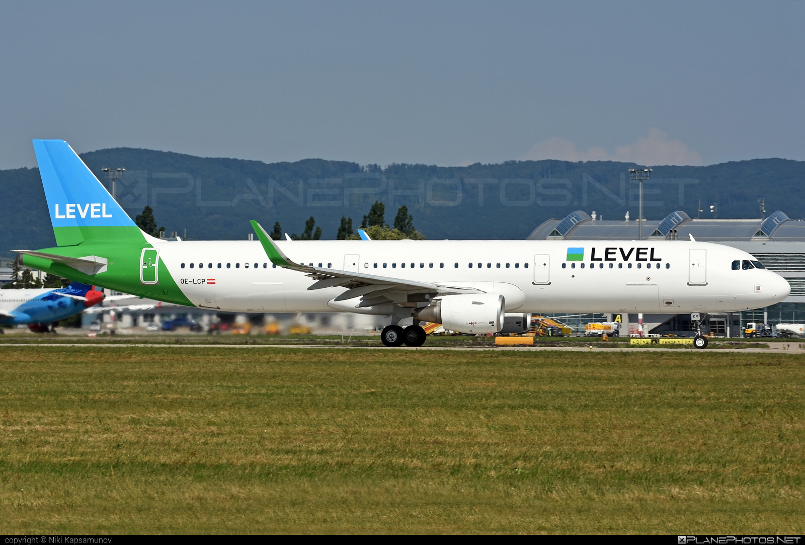 Airbus A321-211 - OE-LCP operated by LEVEL #a320family #a321 #airbus #airbus321 #levelairlines