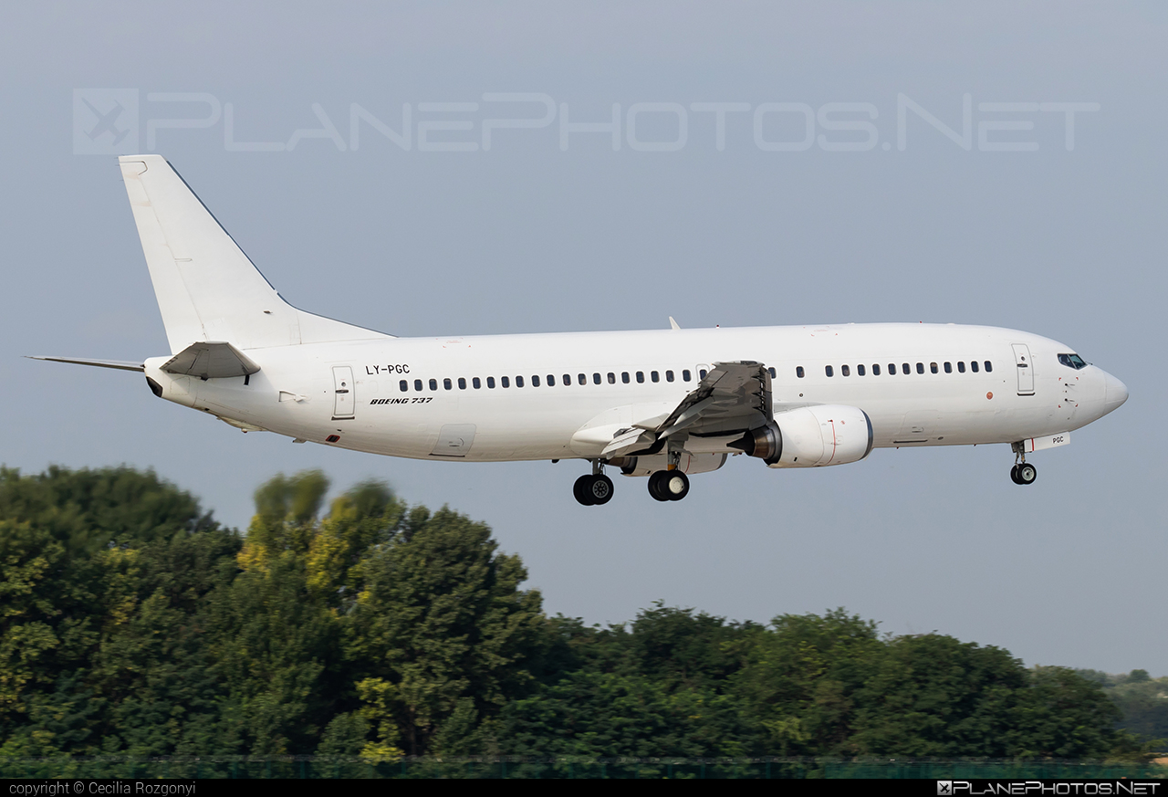 Boeing 737-400 - LY-PGC operated by GETJET Airlines #b737 #boeing #boeing737 #getjetairlines