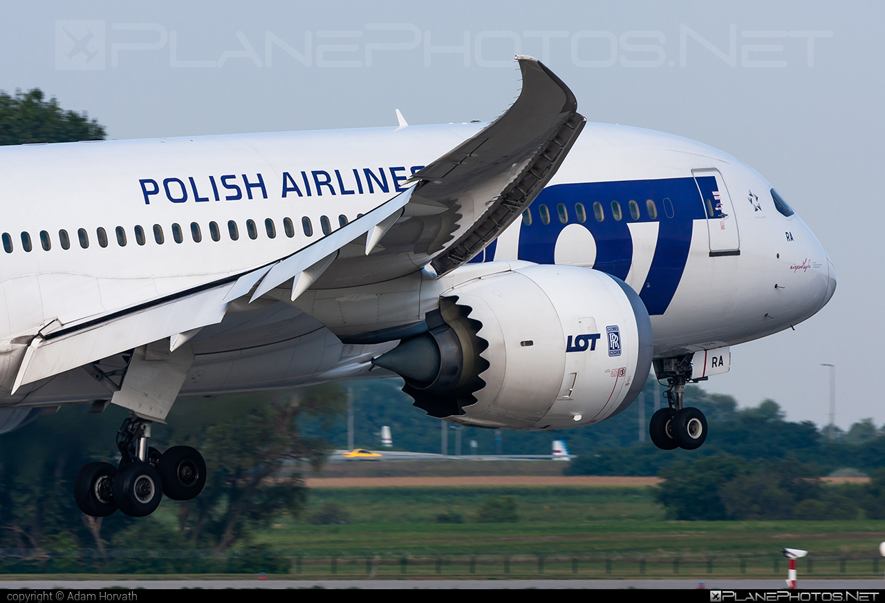 LOT Polish Airlines Boeing 787-8 Dreamliner - SP-LRA #b787 #boeing #boeing787 #dreamliner #lot #lotpolishairlines