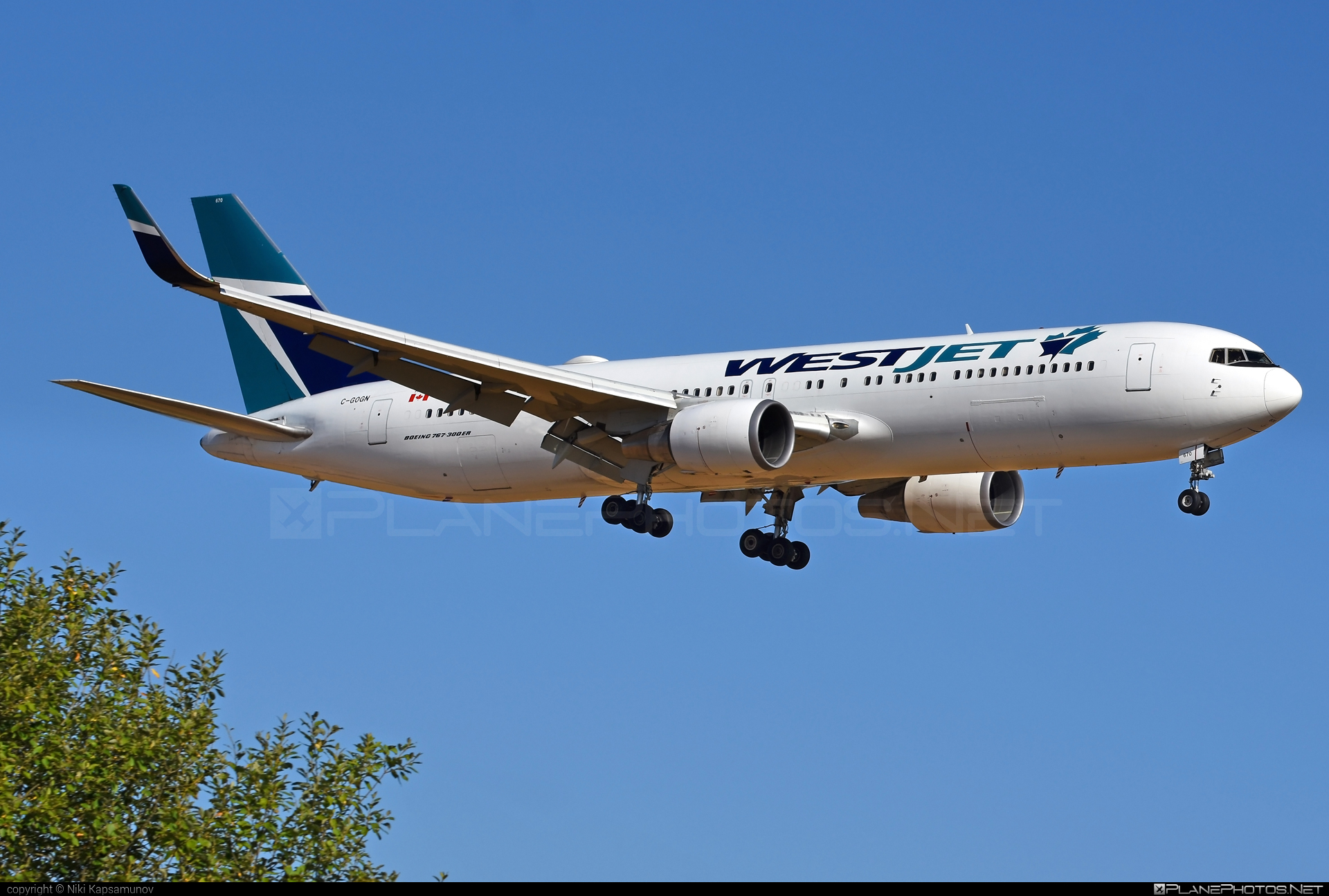 Boeing 767-300ER - C-GOGN operated by WestJet Airlines #b767 #b767er #boeing #boeing767