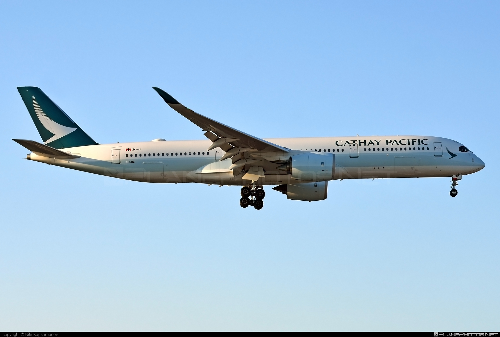 Airbus A350-941 - B-LRC operated by Cathay Pacific Airways #a350 #a350family #airbus #airbus350 #cathaypacific #cathaypacificairways #xwb