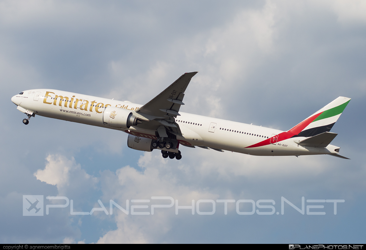 Boeing 777-300ER - A6-EGT operated by Emirates #b777 #b777er #boeing #boeing777 #emirates #tripleseven