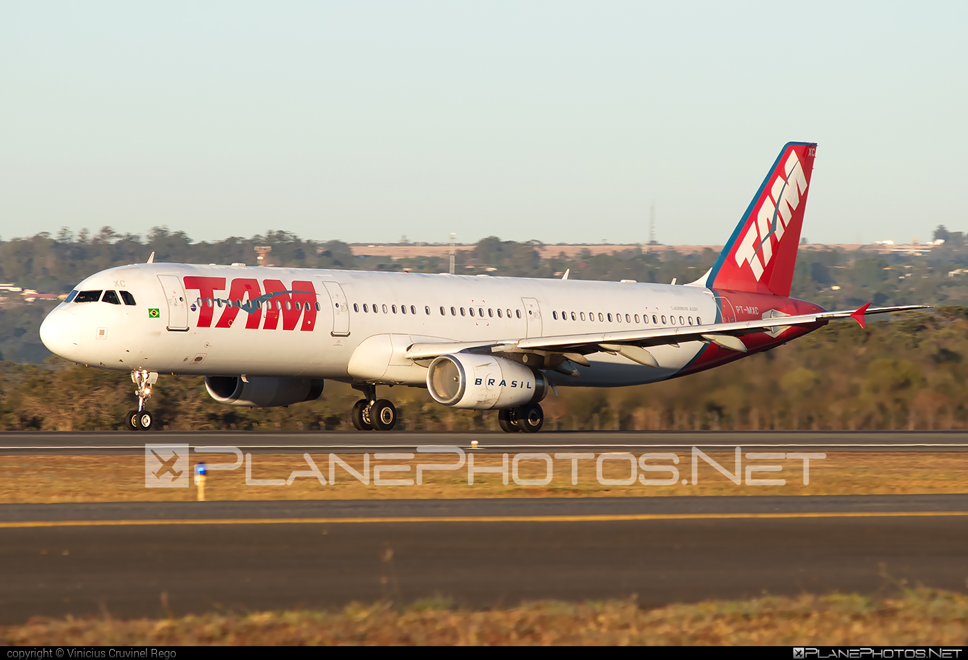Airbus A321-231 - PT-MXC operated by TAM Linhas Aéreas #a320family #a321 #airbus #airbus321 #tam #tamairlines #tamlinhasaereas