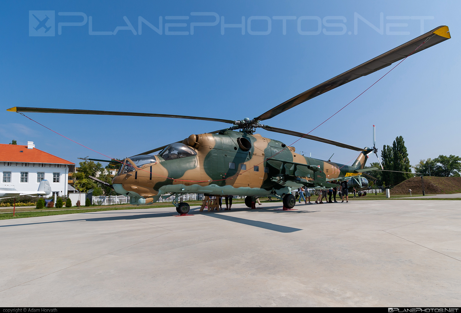 Mil Mi-24D - 114 operated by Magyar Légierő (Hungarian Air Force) #hungarianairforce #magyarlegiero #mi24 #mi24d #mil #mil24 #mil24d #milhelicopters