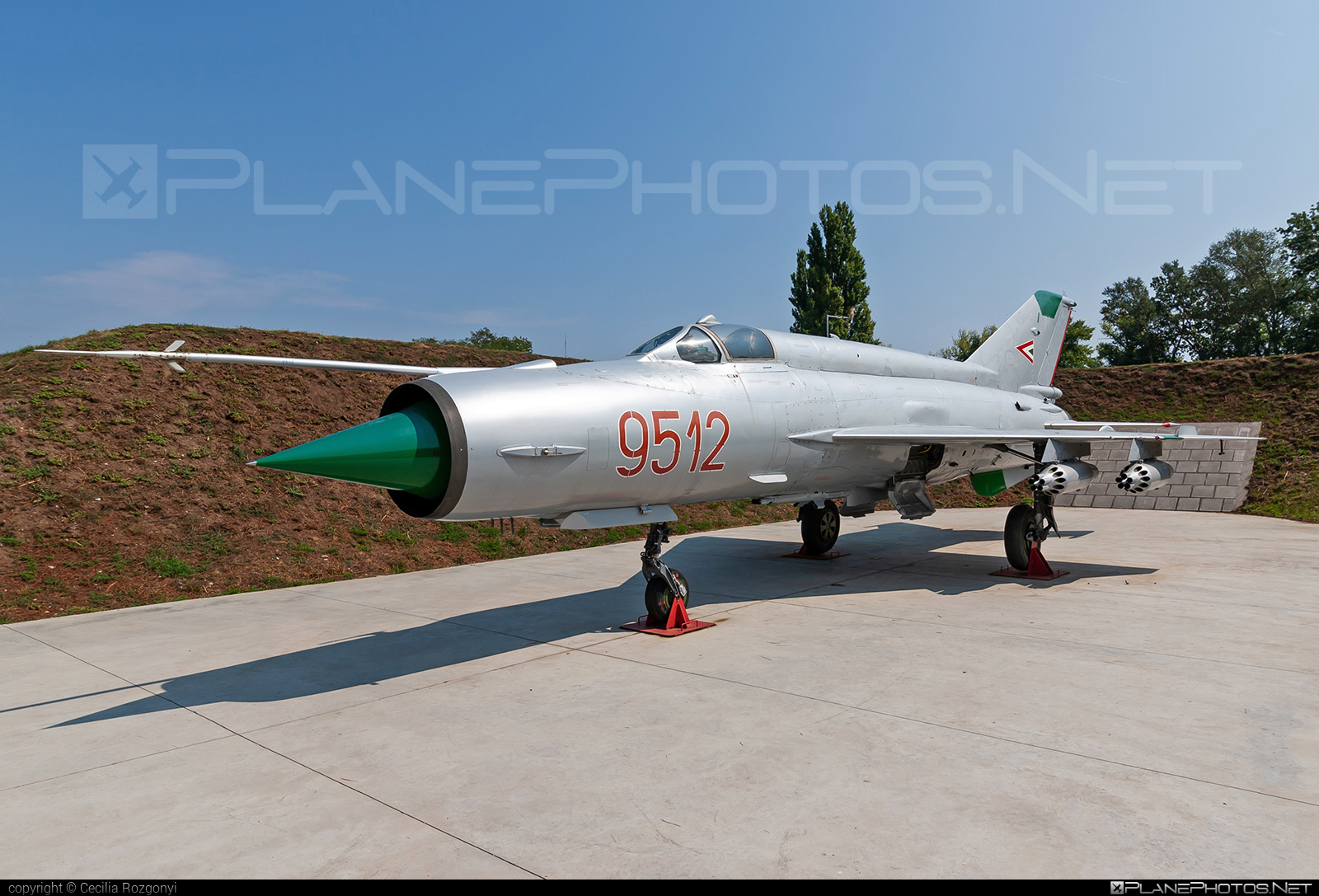 Mikoyan-Gurevich MiG-21MF - 9512 operated by Magyar Légierő (Hungarian Air Force) #hungarianairforce #magyarlegiero #mig #mig21 #mig21mf #mikoyangurevich