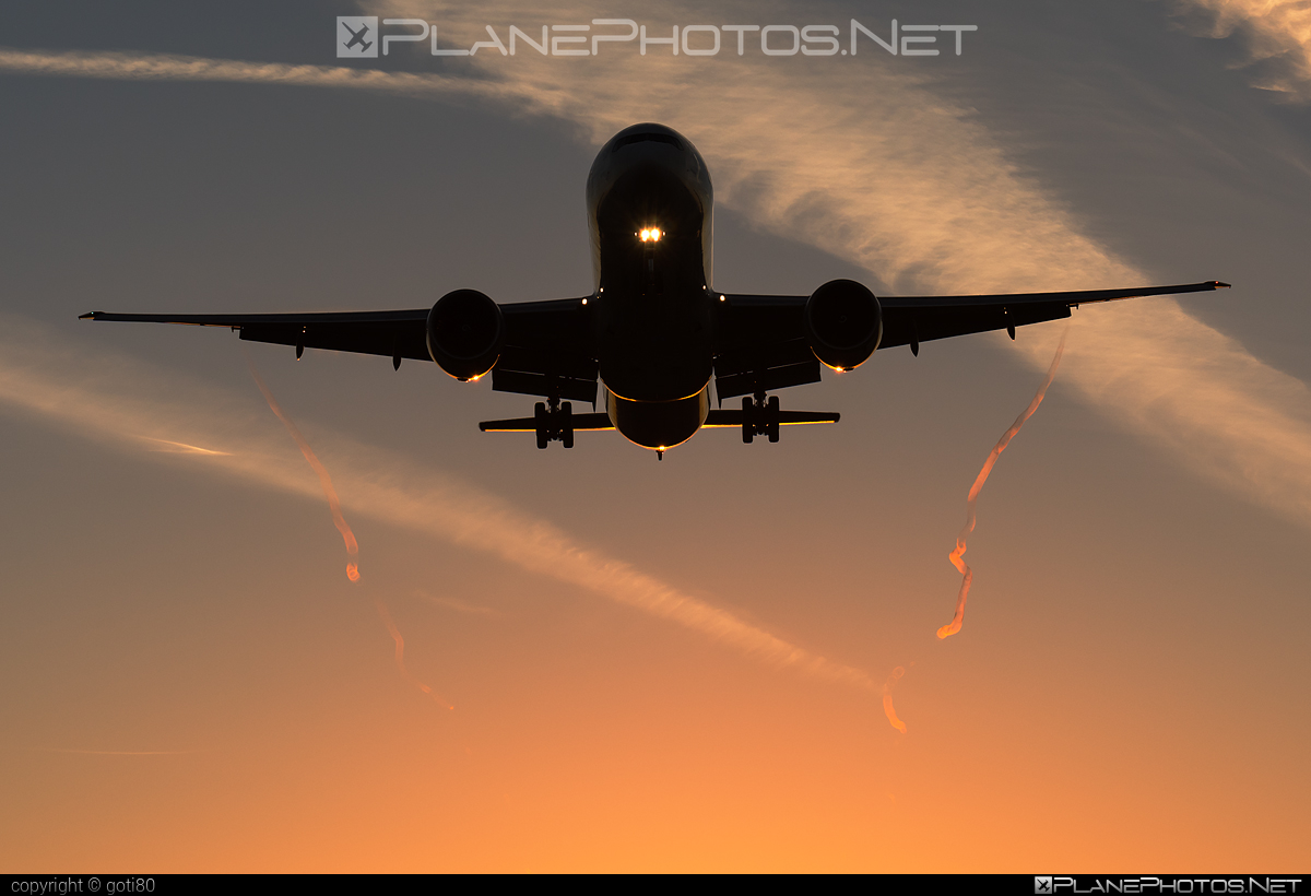 Boeing 777-300ER - HS-TKK operated by Thai Airways #b777 #b777er #boeing #boeing777 #thaiairways #tripleseven