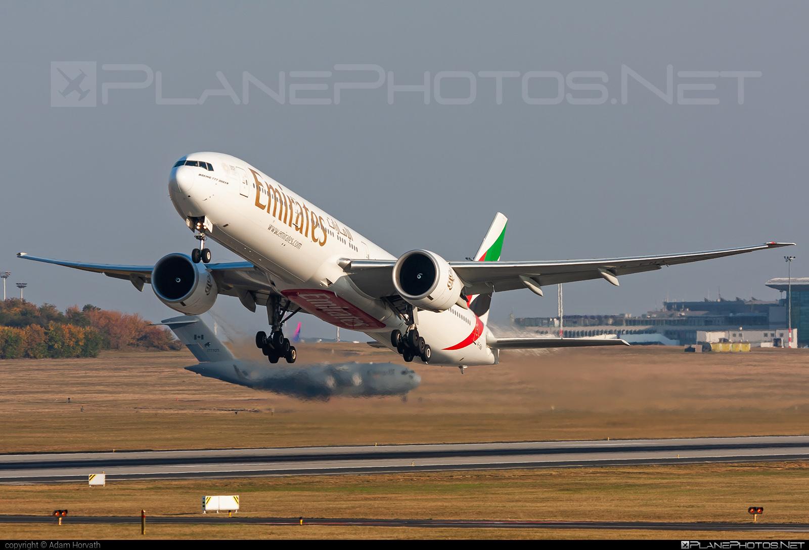 Emirates Boeing 777-300ER - A6-ENA #b777 #b777er #boeing #boeing777 #emirates #tripleseven