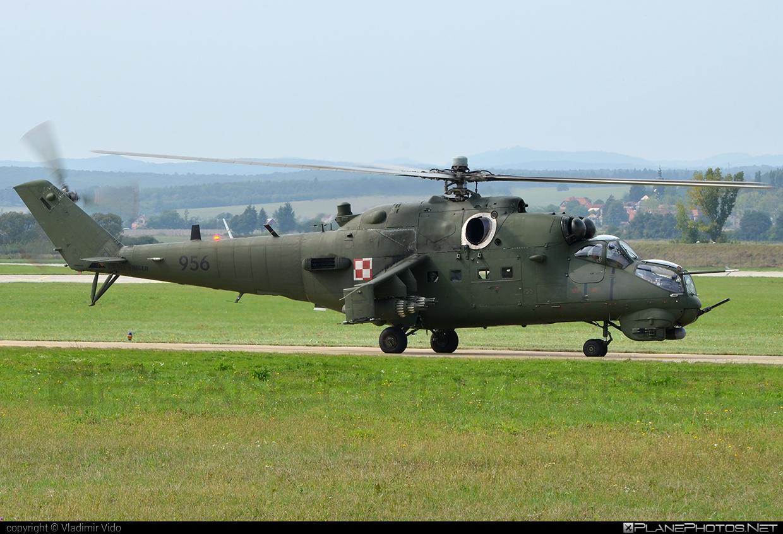 Mil Mi-24V - 956 operated by Siły Powietrzne Rzeczypospolitej Polskiej (Polish Air Force) #mi24 #mi24v #mil #mil24 #mil24v #milhelicopters #polishairforce #silypowietrzne