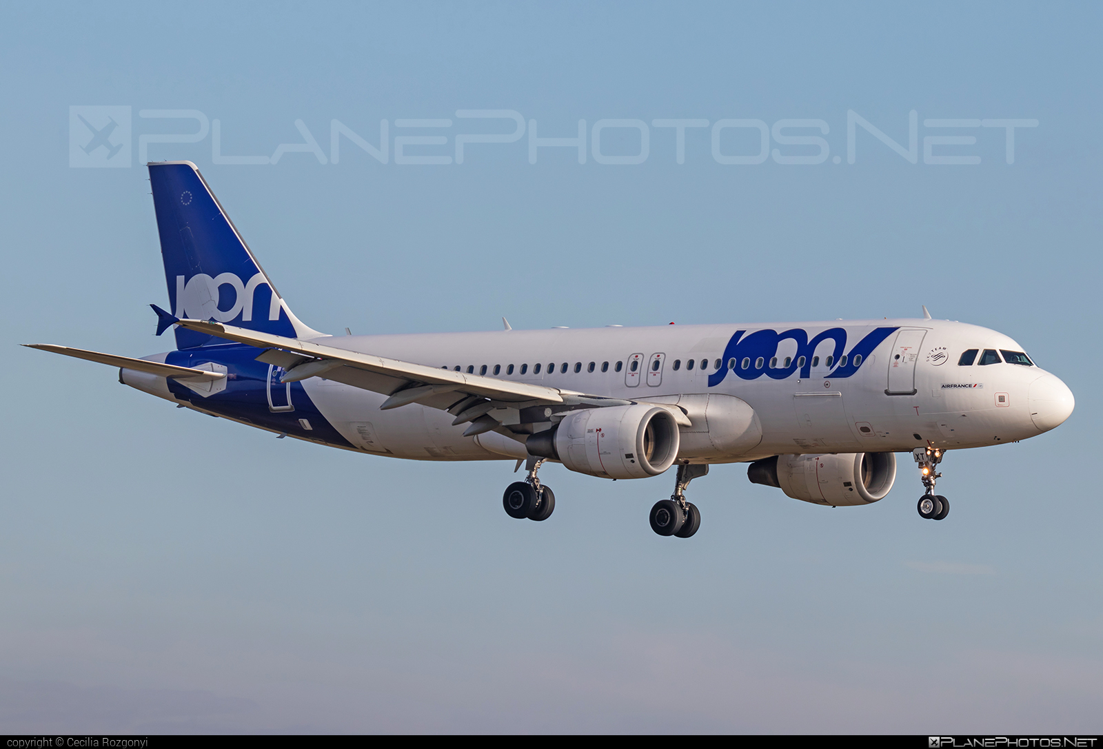 Airbus A320-214 - F-GKXT operated by Joon #a320 #a320family #airbus #airbus320 #joon