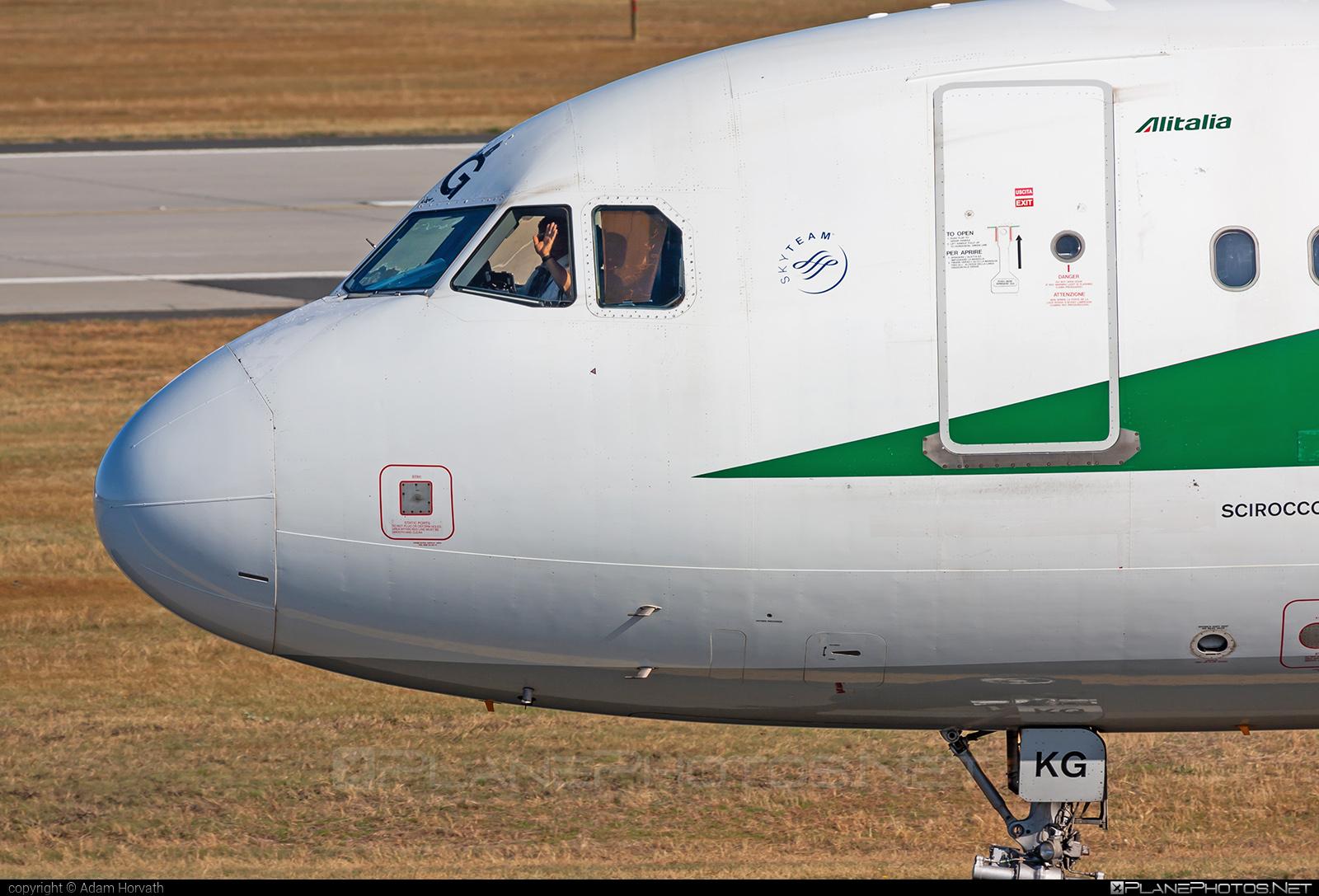 Airbus A320-214 - EI-IKG operated by Alitalia #a320 #a320family #airbus #airbus320 #alitalia
