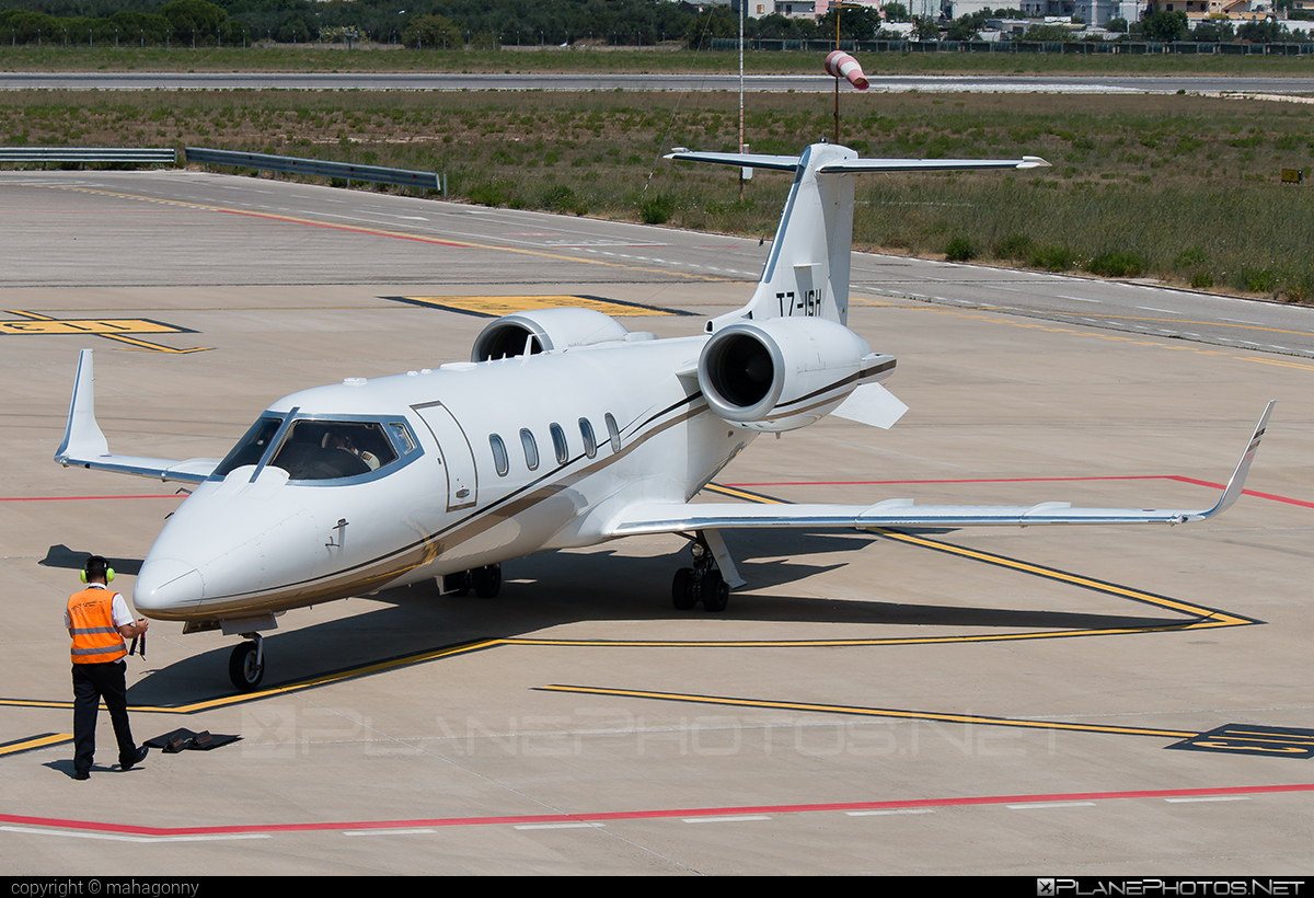Bombardier Learjet 60XR - T7-ISH operated by Private operator #bombardier #learjet #learjet60 #learjet60xr