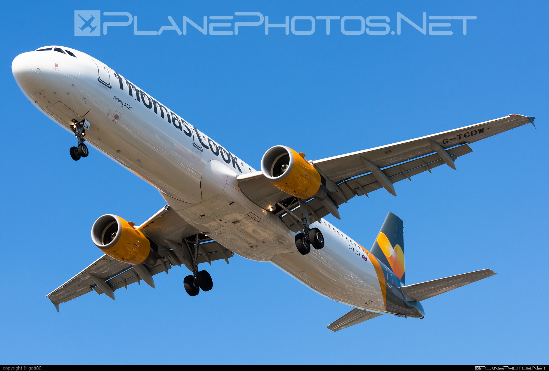 Airbus A321-211 - G-TCDW operated by Thomas Cook Airlines #a320family #a321 #airbus #airbus321