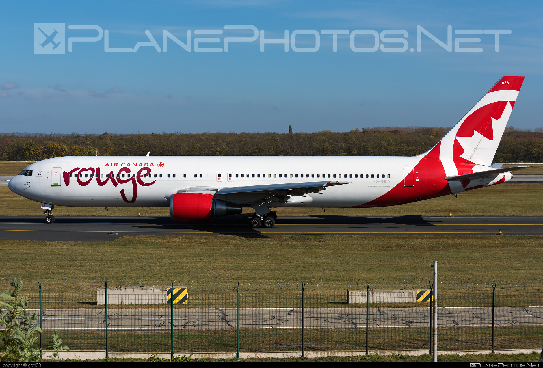 Boeing 767-300ER - C-GHLA operated by Air Canada Rouge #aircanadarouge #b767 #b767er #boeing #boeing767