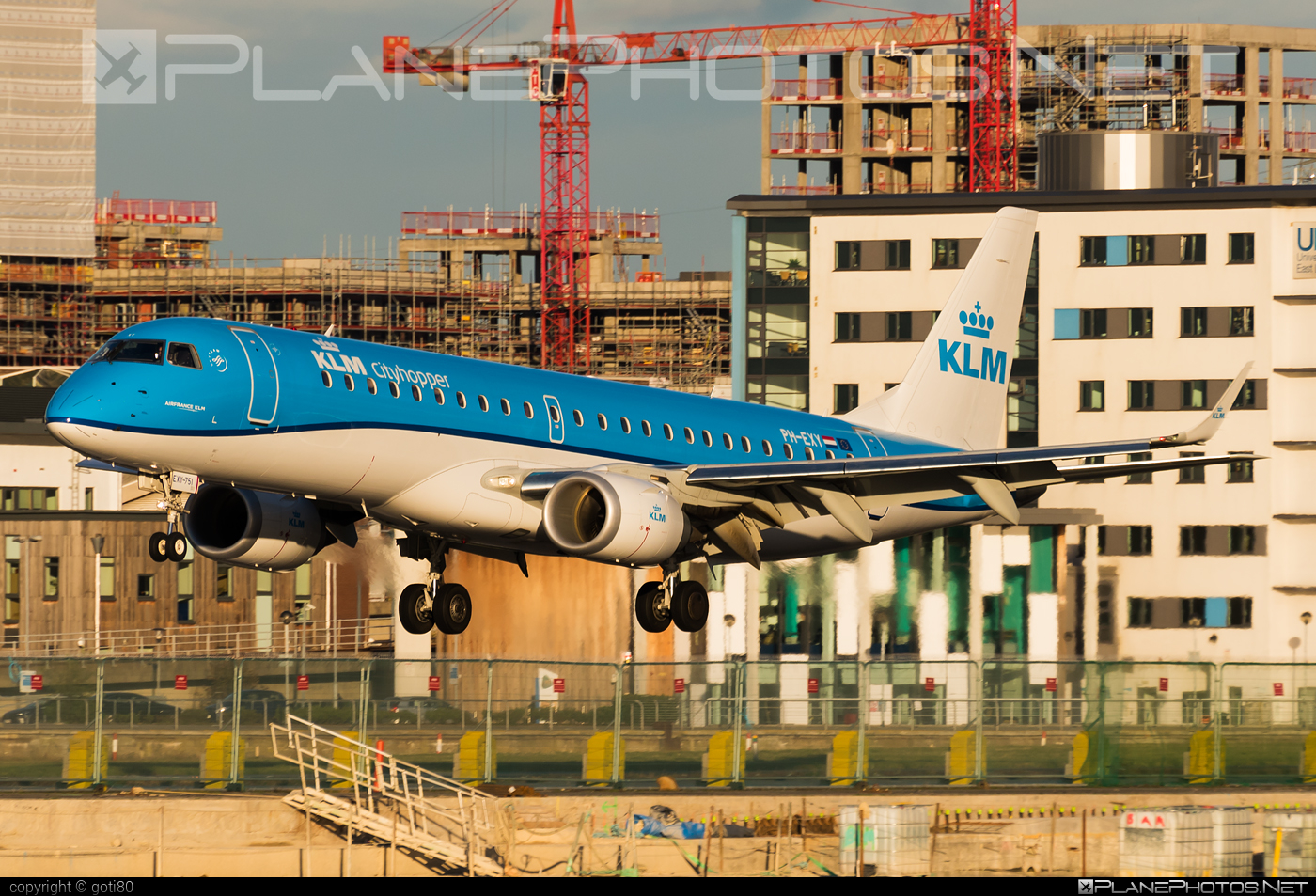 Embraer 190-100STD - PH-EXY operated by KLM Cityhopper #e190 #embraer #embraer190 #embraer190std #klm #klmcityhopper