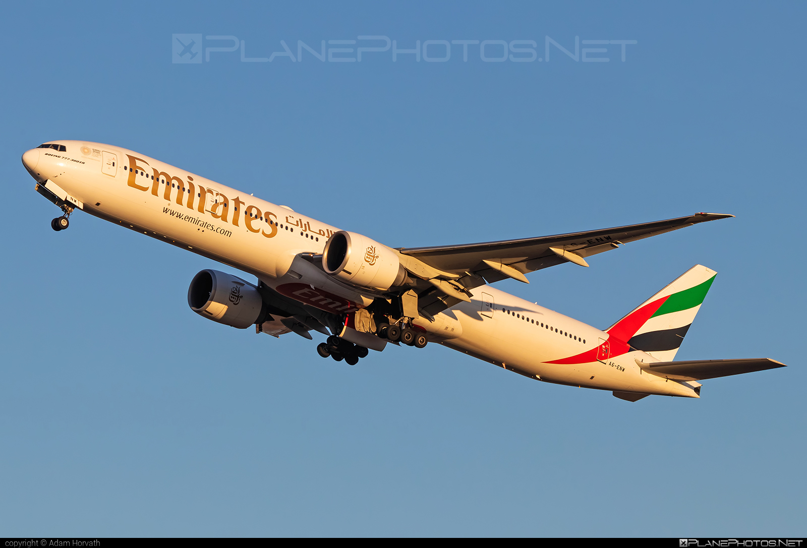 Boeing 777-300ER - A6-ENW operated by Emirates #b777 #b777er #boeing #boeing777 #emirates #tripleseven