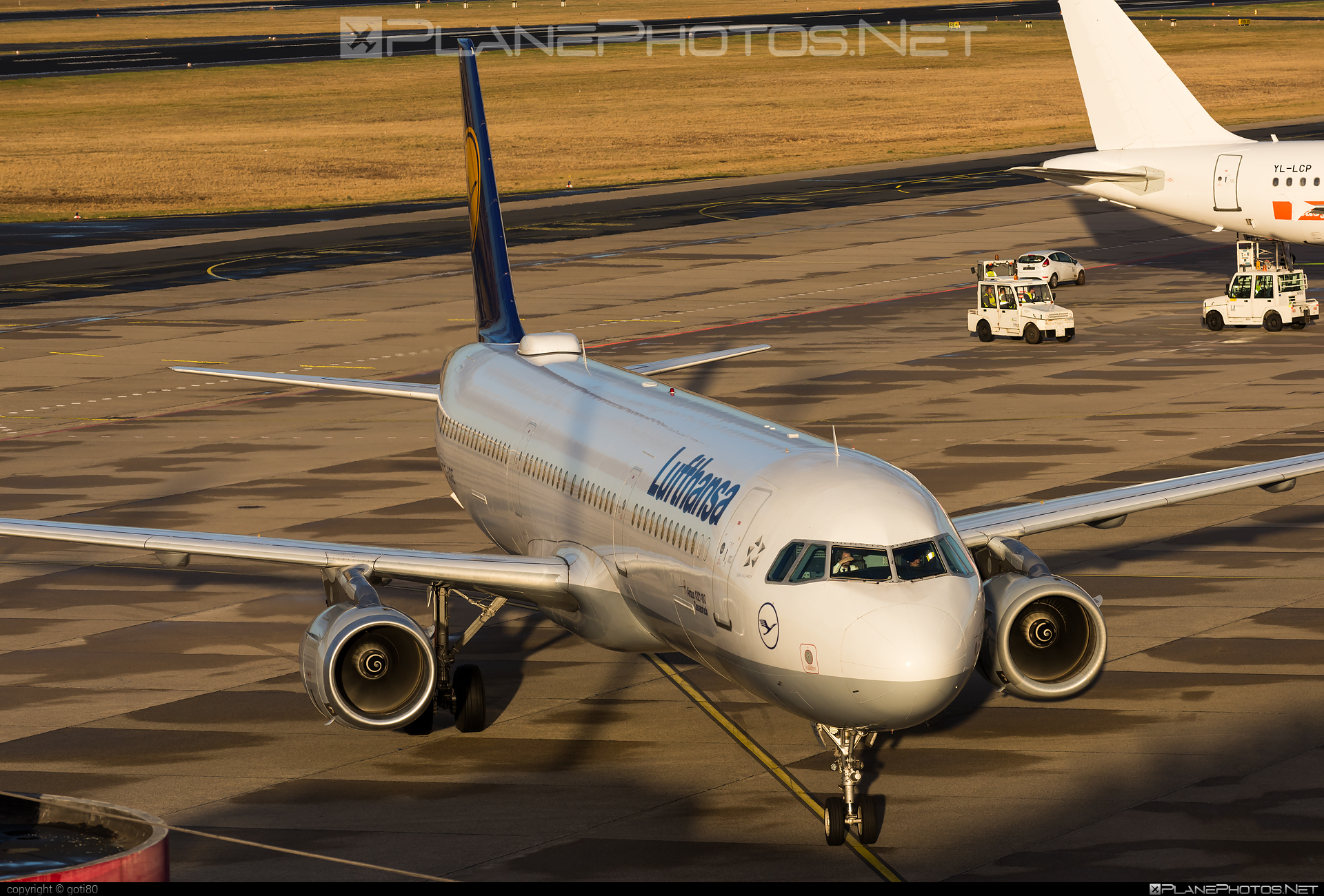 Airbus A321-131 - D-AIRE operated by Lufthansa #a320family #a321 #airbus #airbus321 #lufthansa