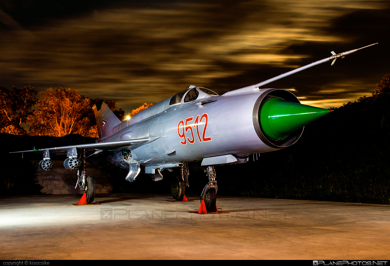 Magyar Légierő (Hungarian Air Force) Mikoyan-Gurevich MiG-21MF - 9512 #hungarianairforce #magyarlegiero #mig #mig21 #mig21mf #mikoyangurevich