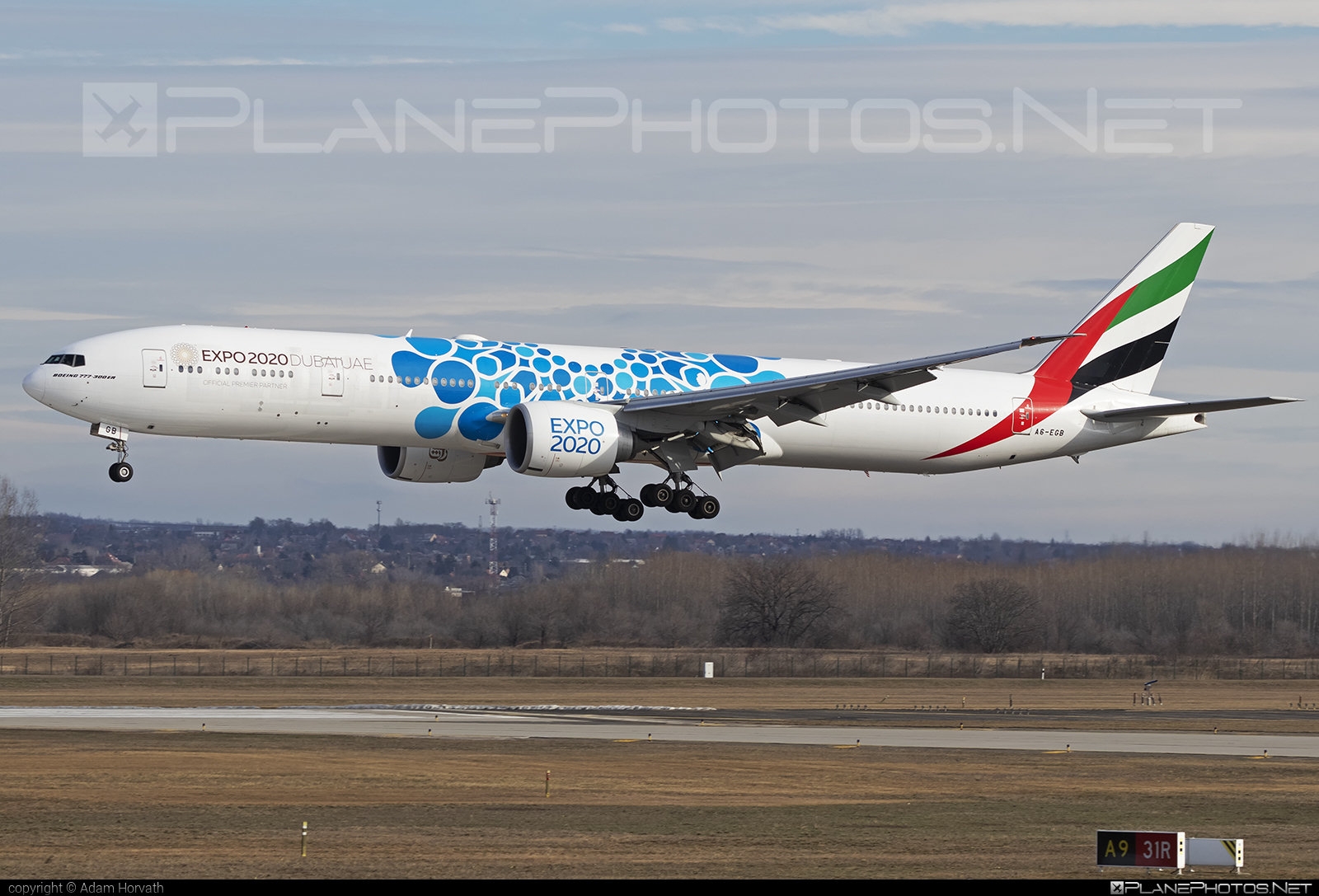 Boeing 777-300ER - A6-EGB operated by Emirates #b777 #b777er #boeing #boeing777 #emirates #tripleseven