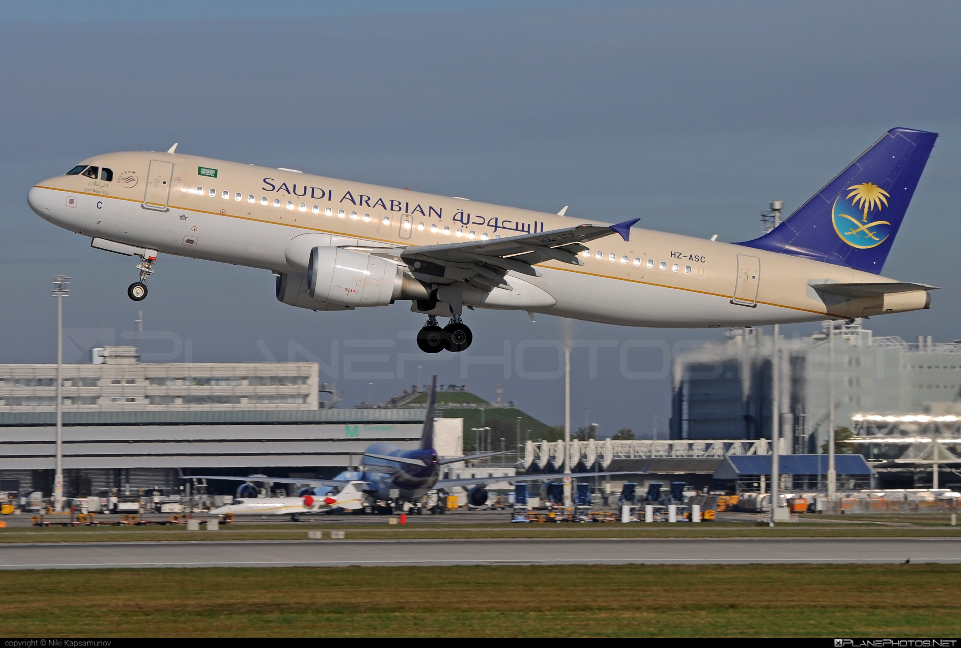 Airbus A320-214 - HZ-ASC operated by Saudi Arabian Airlines #a320 #a320family #airbus #airbus320
