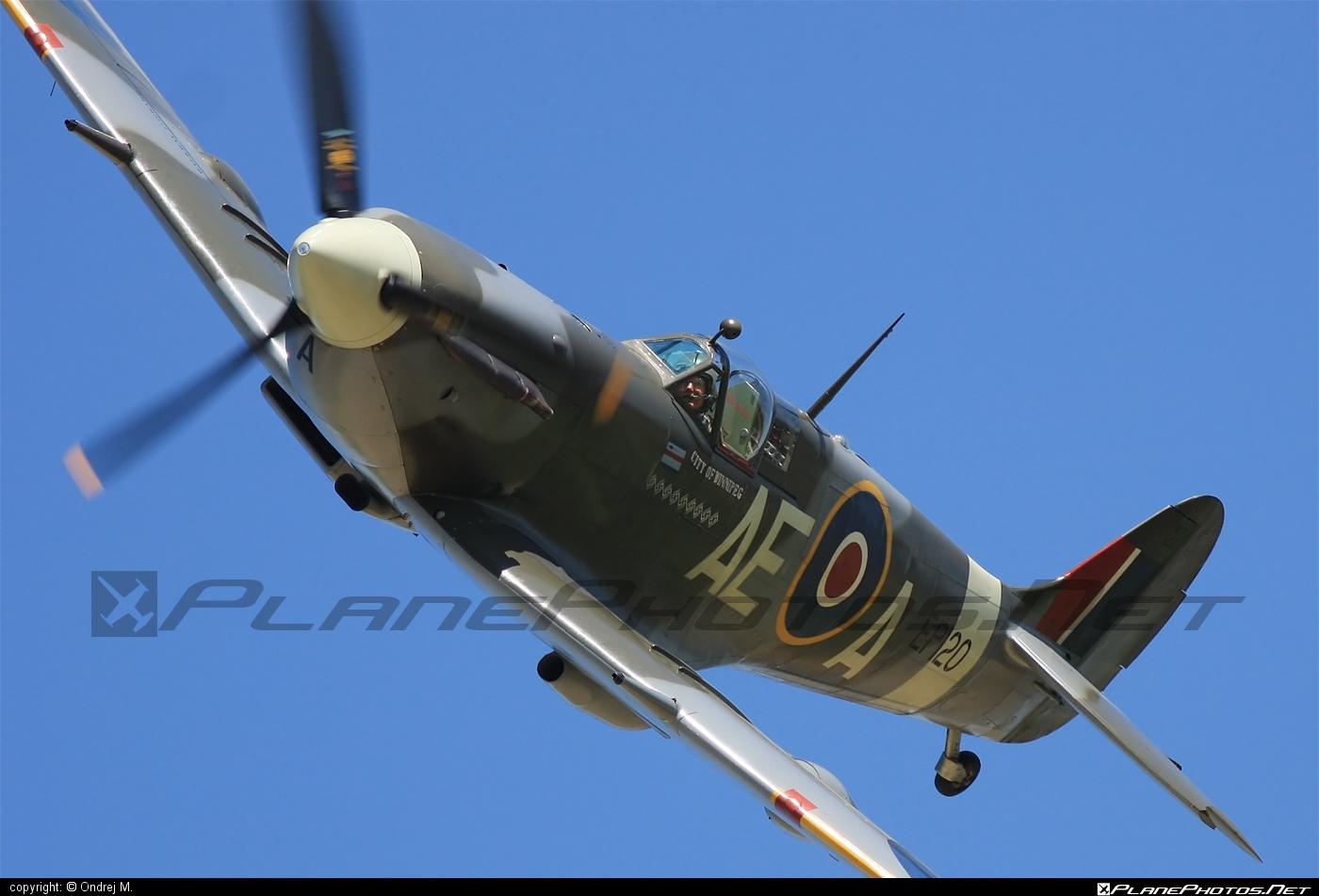 Supermarine Spitfire LF Mk.Vb - G-LFVB operated by Private operator #spitfire #spitfirelfmkvb #supermarine