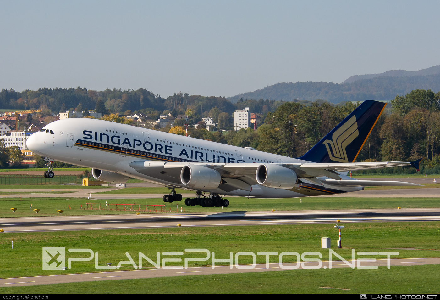 Singapore Airlines Airbus A380-841 - 9V-SKW #a380 #a380family #airbus #airbus380 #singaporeairlines