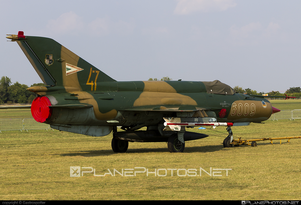 Mikoyan-Gurevich MiG-21bis - 6009 operated by Magyar Légierő (Hungarian Air Force) #hungarianairforce #magyarlegiero #mig #mig21 #mig21bis #mikoyangurevich