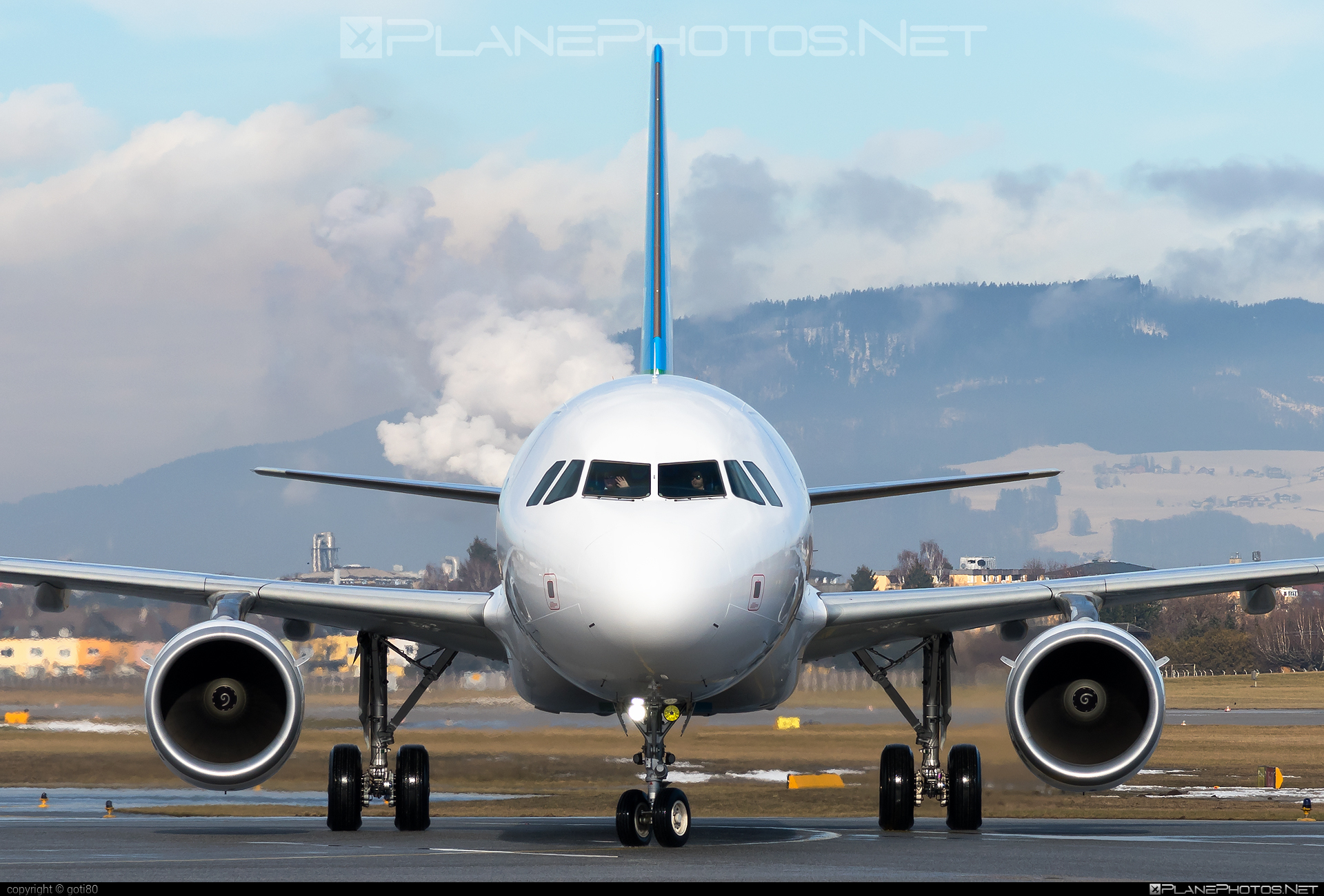 LEVEL Airbus A321-211 - OE-LCR #a320family #a321 #airbus #airbus321 #levelairlines