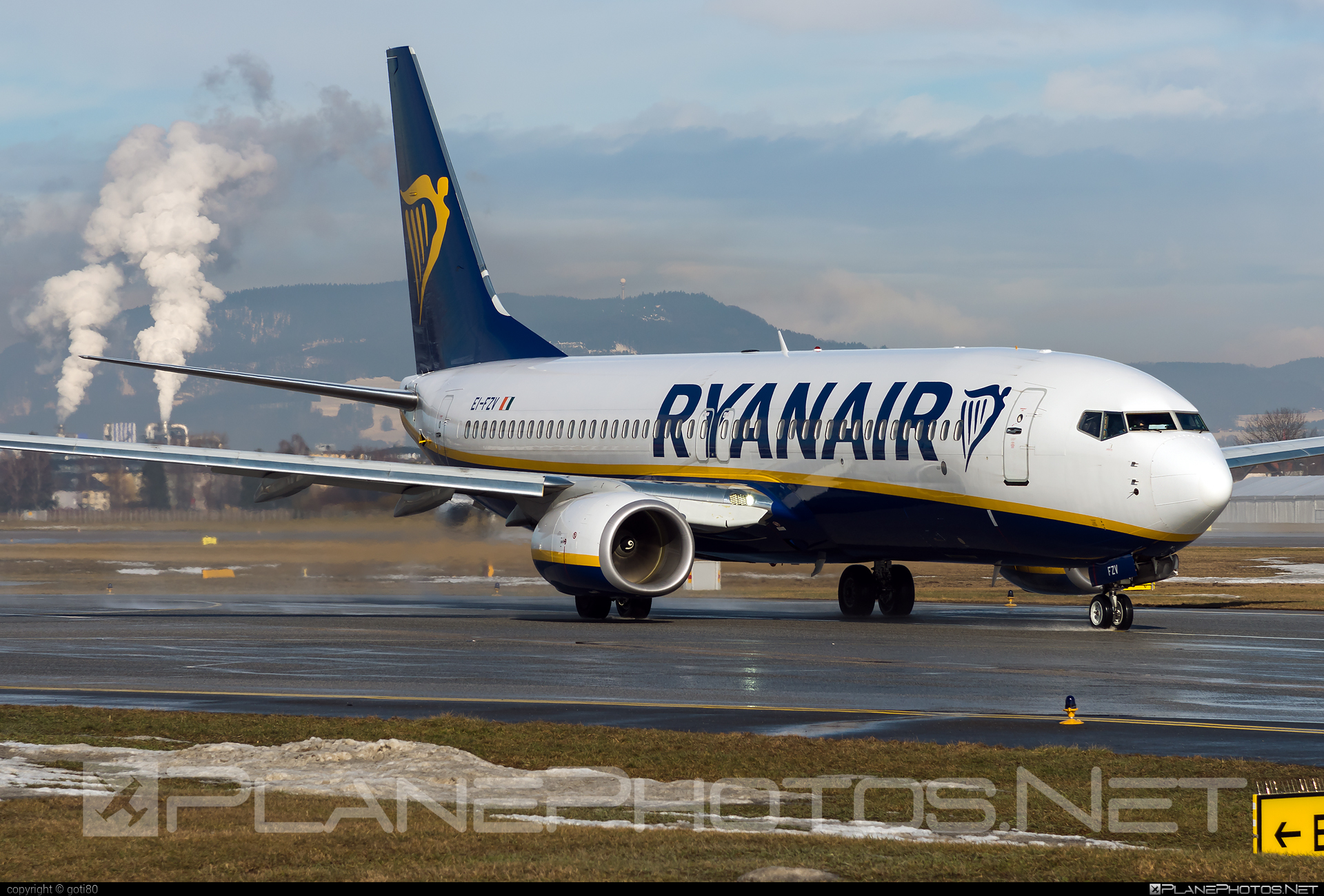 Ryanair Boeing 737-800 - EI-FZV #b737 #b737nextgen #b737ng #boeing #boeing737 #ryanair