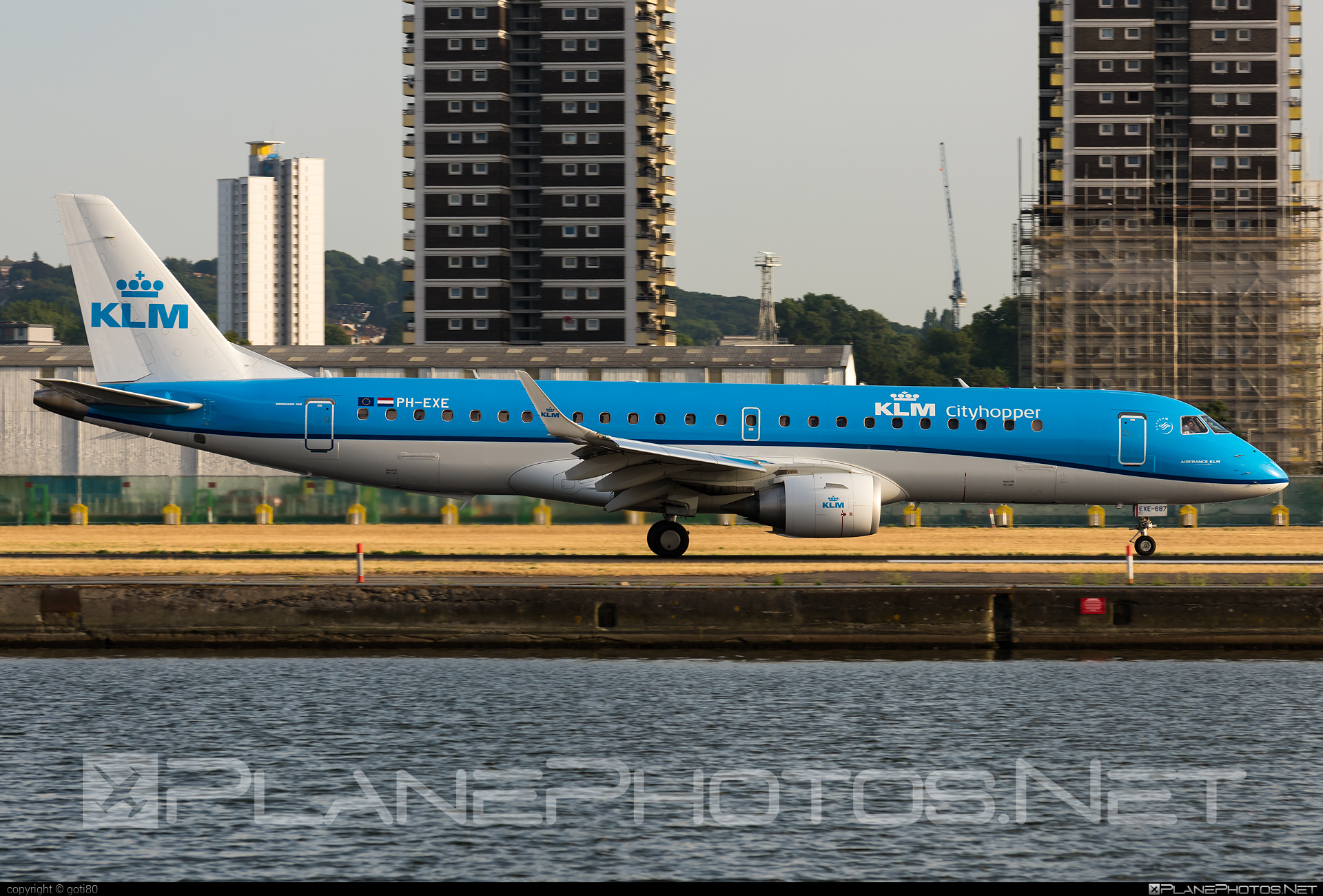 Embraer 190-100STD - PH-EXE operated by KLM Cityhopper #e190 #embraer #embraer190 #embraer190std #klm #klmcityhopper