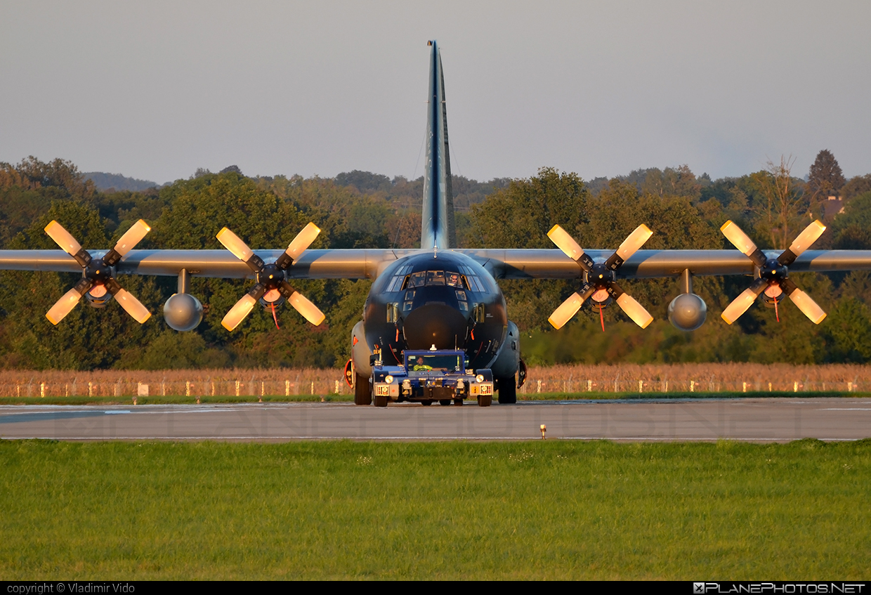 Lockheed C-130H Hercules - CH-10 operated by Luchtcomponent (Belgian Air Force) #belgianairforce #lockheed #luchtcomponent