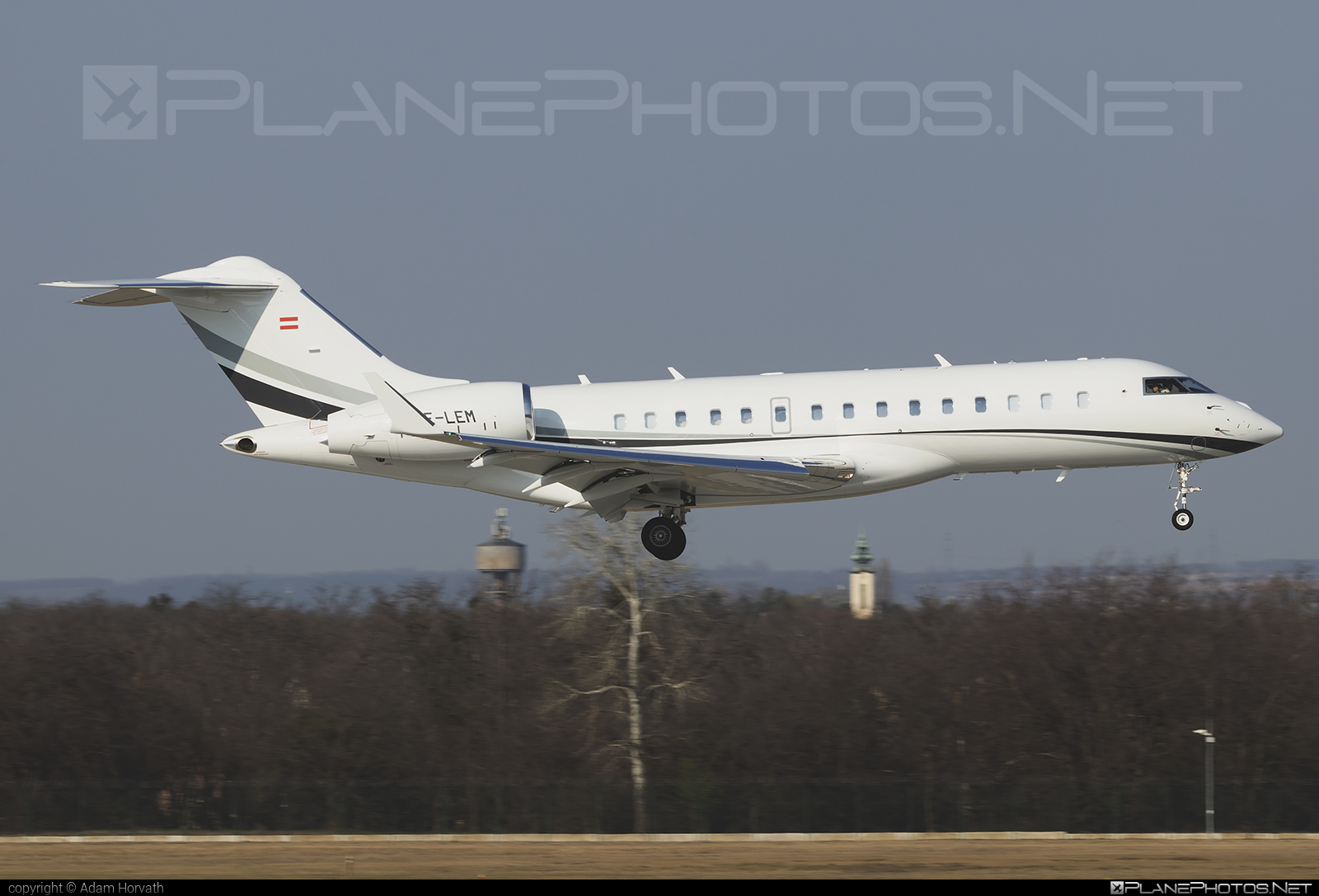 Private operator Bombardier BD-700-1A10 Global 6000 - OE-LEM #bombardier