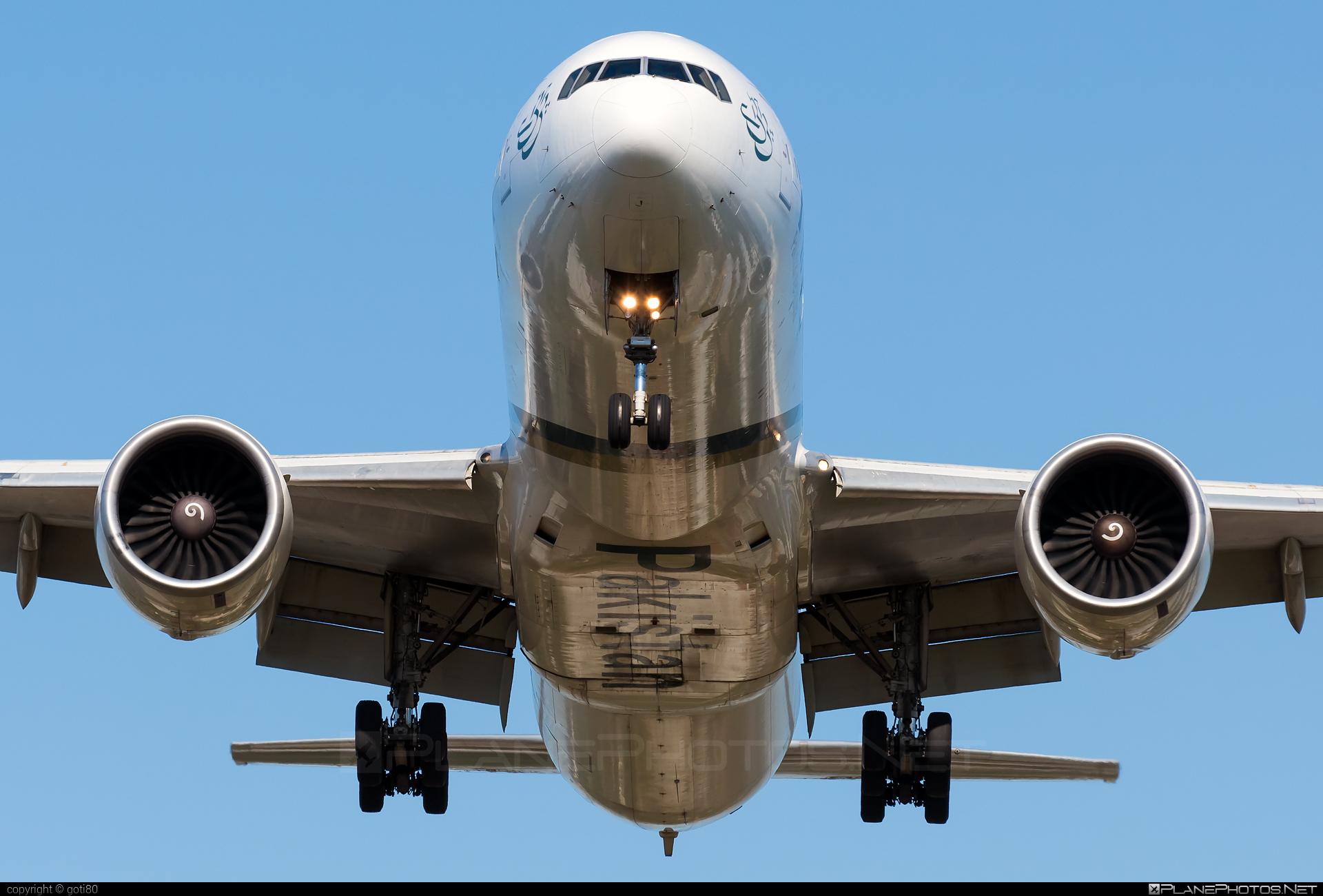 Boeing 777-300ER - AP-BID operated by Pakistan International Airlines (PIA) #b777 #b777er #boeing #boeing777 #tripleseven