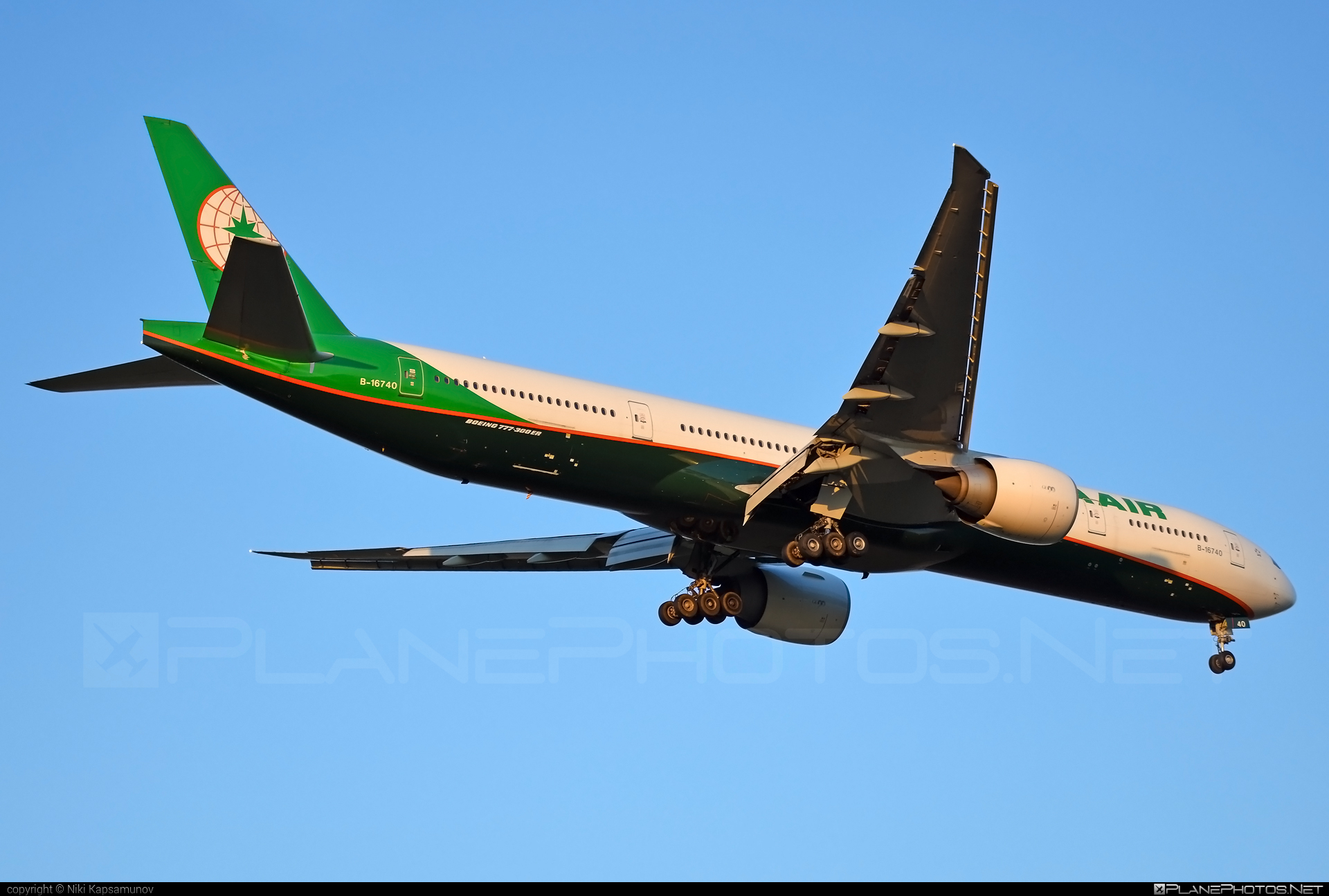 Boeing 777-300ER - B-16740 operated by EVA Air #b777 #b777er #boeing #boeing777 #tripleseven