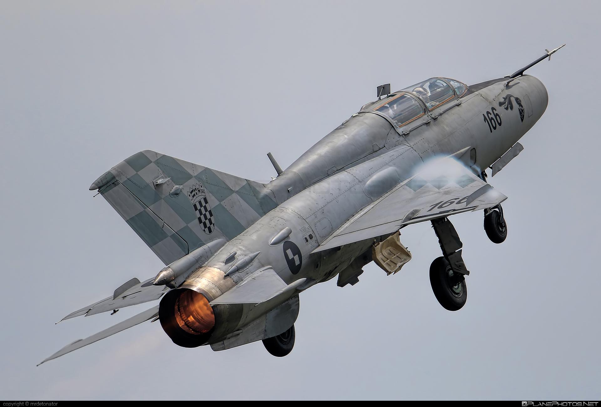 Mikoyan-Gurevich MiG-21UMD - 166 operated by Hrvatsko ratno zrakoplovstvo i protuzračna obrana (Croatian Air Force) #mig #mig21 #mig21umd #mikoyangurevich #varazdinairshow #varazdinairshow2018