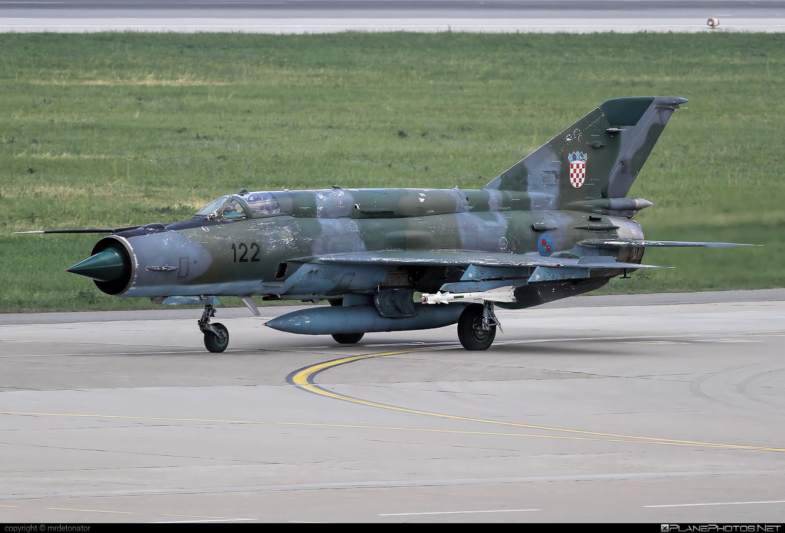 Mikoyan-Gurevich MiG-21bis-D - 122 operated by Hrvatsko ratno zrakoplovstvo i protuzračna obrana (Croatian Air Force) #mig #mig21 #mig21bisd #mikoyangurevich