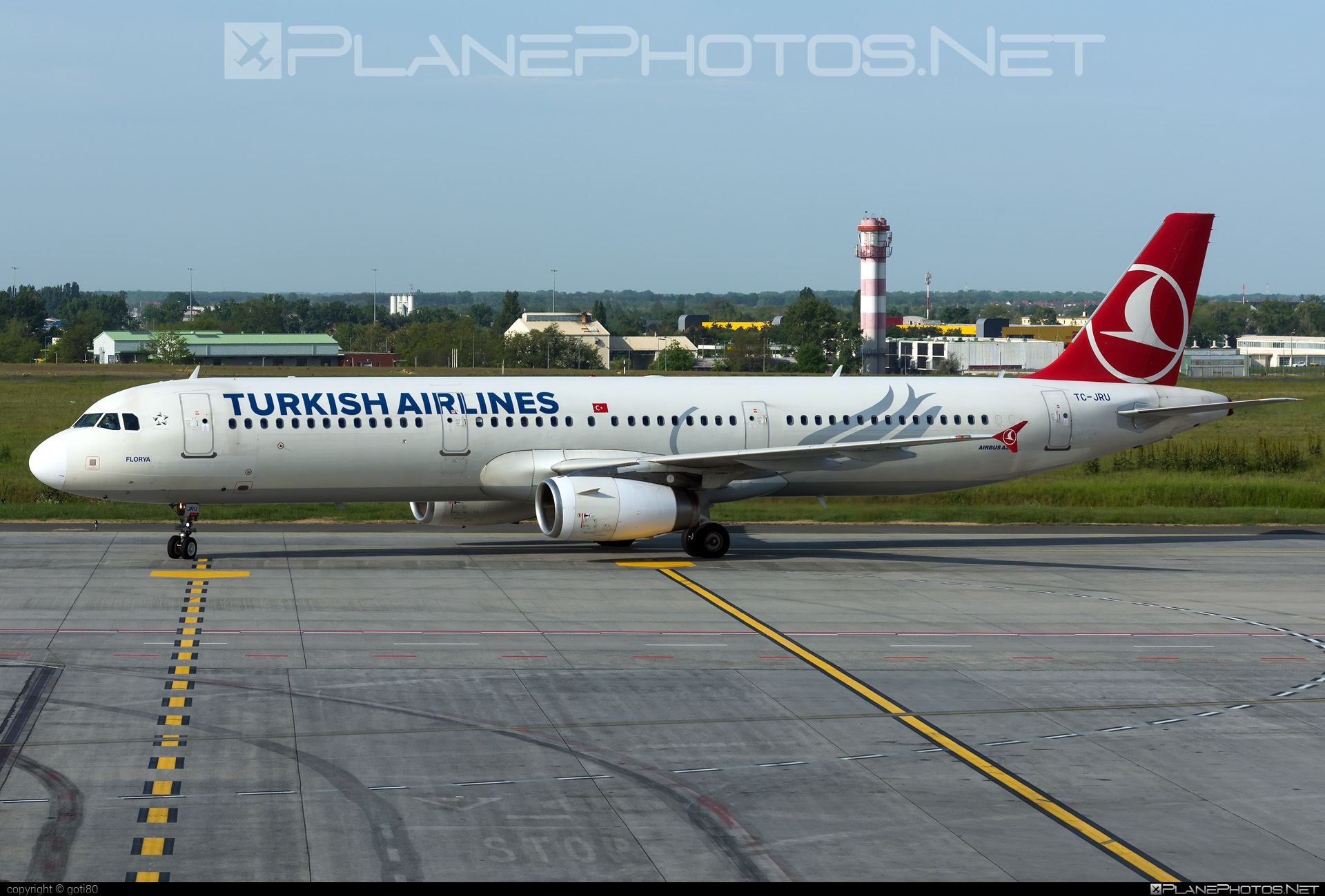 Airbus A321-231 - TC-JRU operated by Turkish Airlines #a320family #a321 #airbus #airbus321 #turkishairlines