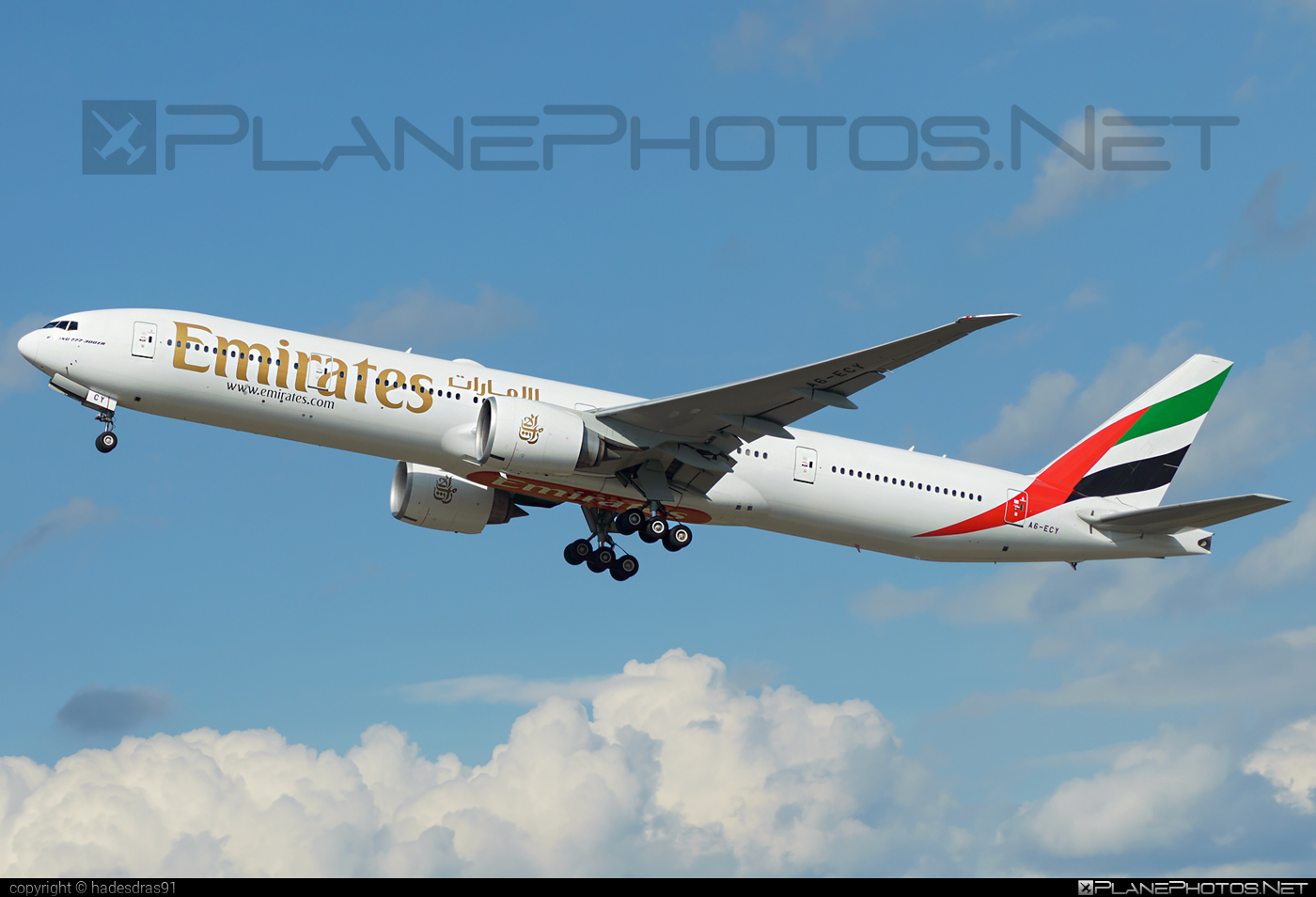 Boeing 777-300ER - A6-ECY operated by Emirates #b777 #b777er #boeing #boeing777 #emirates #tripleseven