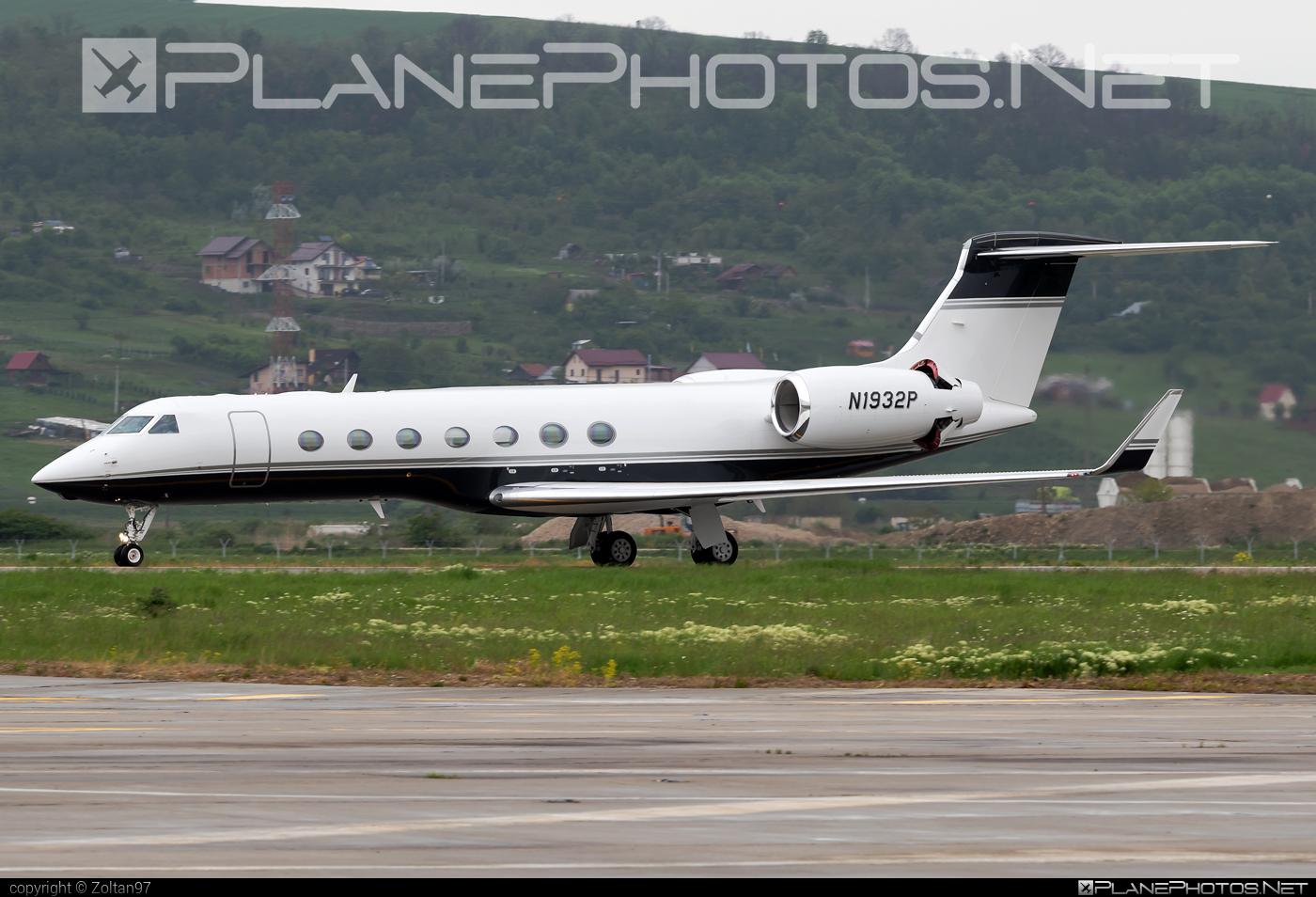 Private operator Gulfstream GV - N1932P #gulfstream