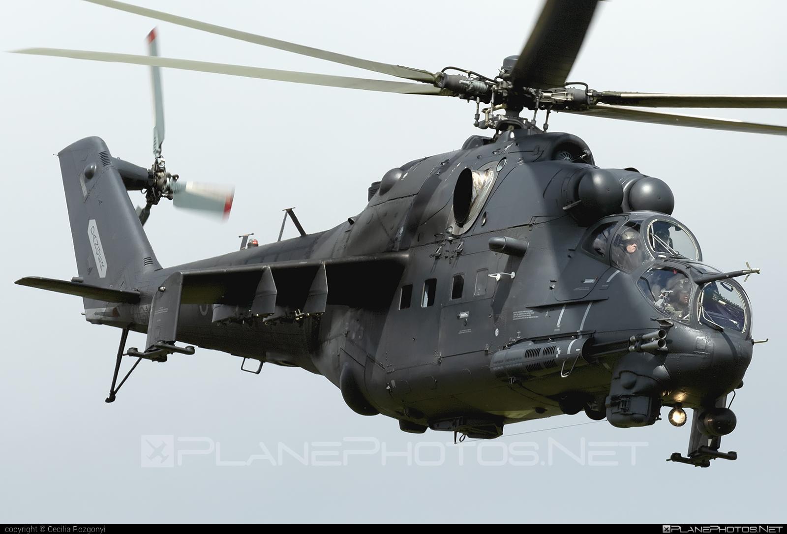 Mil Mi-24P - 332 operated by Magyar Légierő (Hungarian Air Force) #hungarianairforce #magyarlegiero #mi24 #mi24p #mil #mil24 #mil24p #milhelicopters