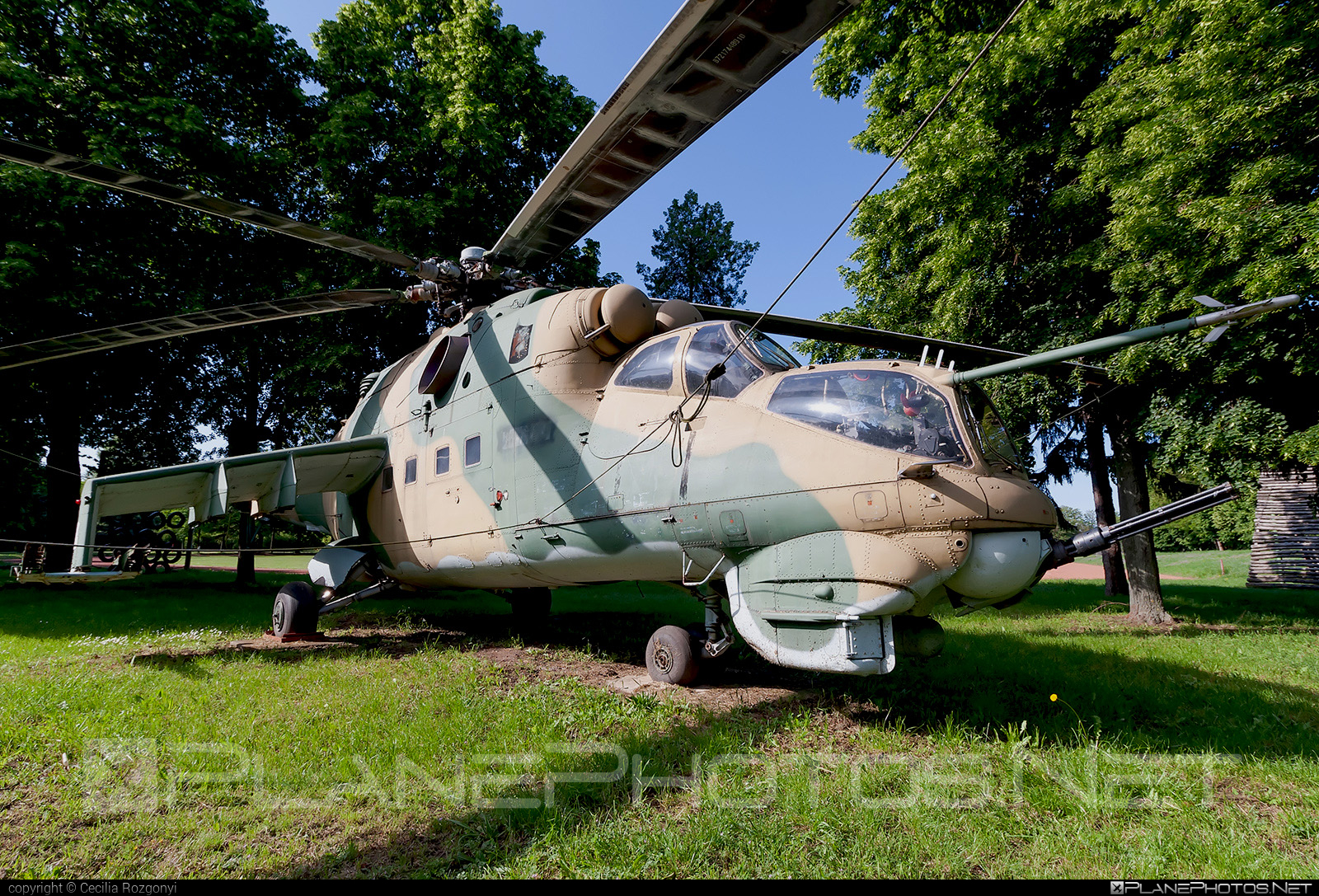 Mil Mi-24D - 118 operated by Magyar Légierő (Hungarian Air Force) #hungarianairforce #magyarlegiero #mi24 #mi24d #mil #mil24 #mil24d #milhelicopters
