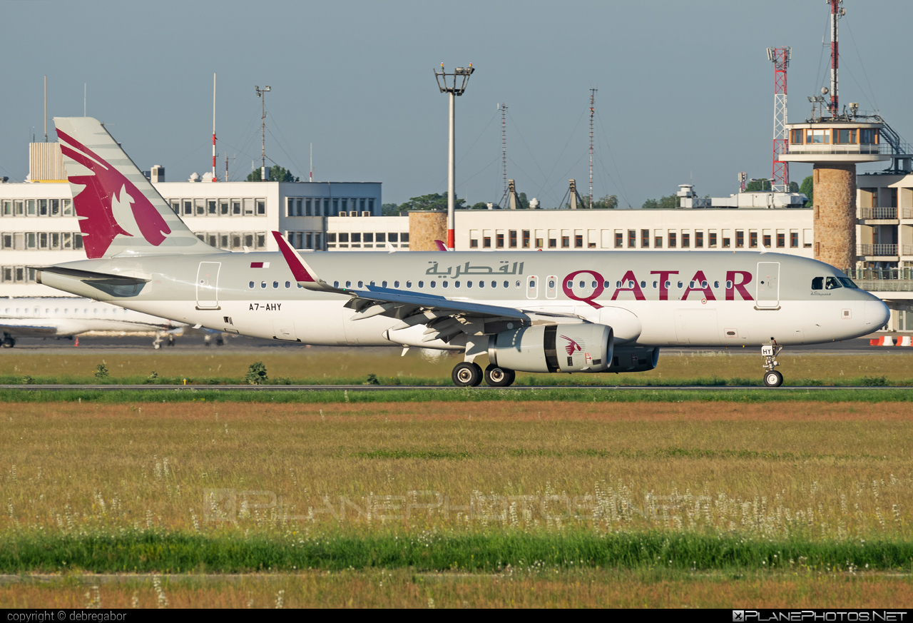 Airbus A320-232 - A7-AHY operated by Qatar Airways #a320 #a320family #airbus #airbus320 #qatarairways