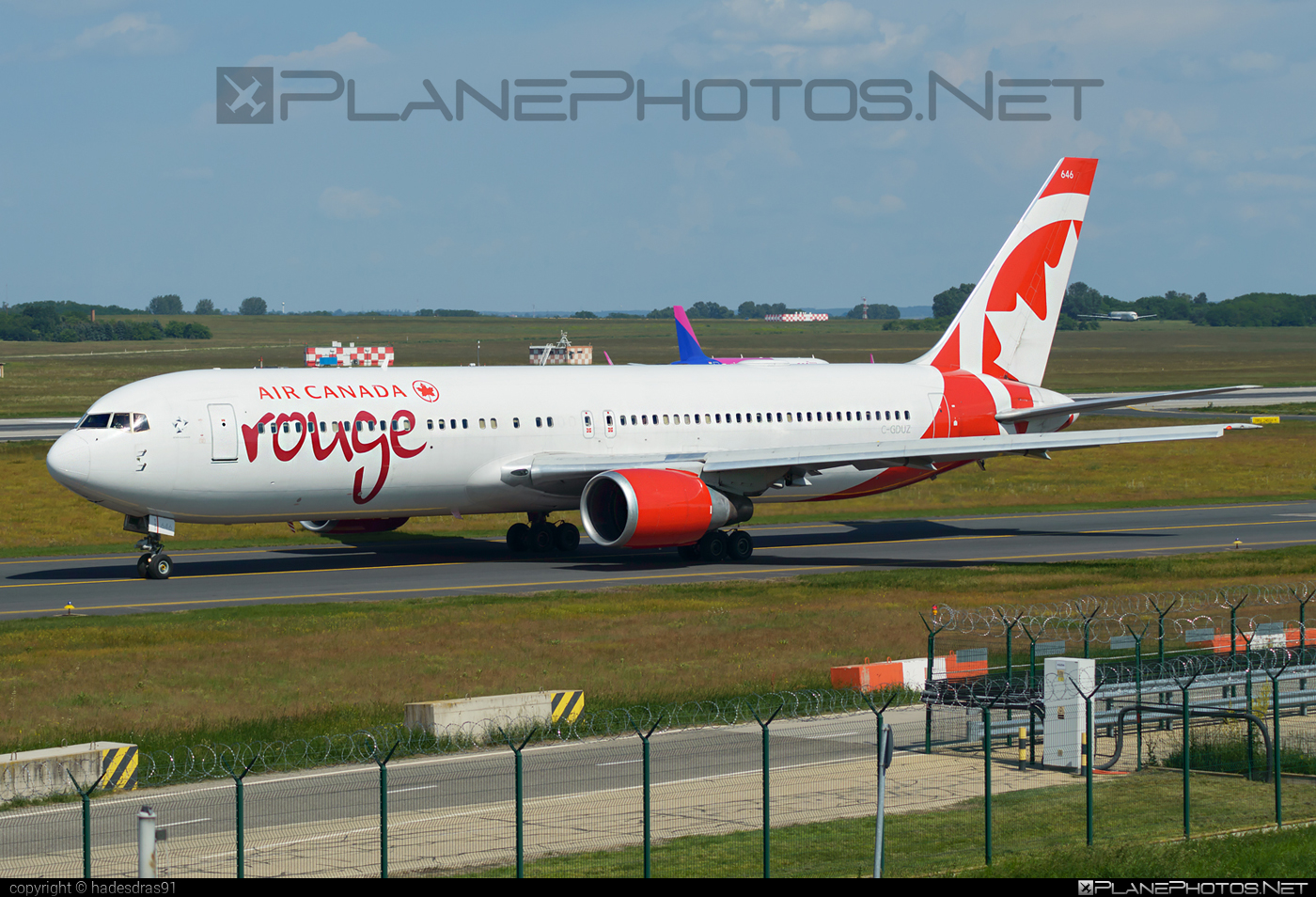Boeing 767-300ER - C-GDUZ operated by Air Canada Rouge #aircanadarouge #b767 #b767er #boeing #boeing767
