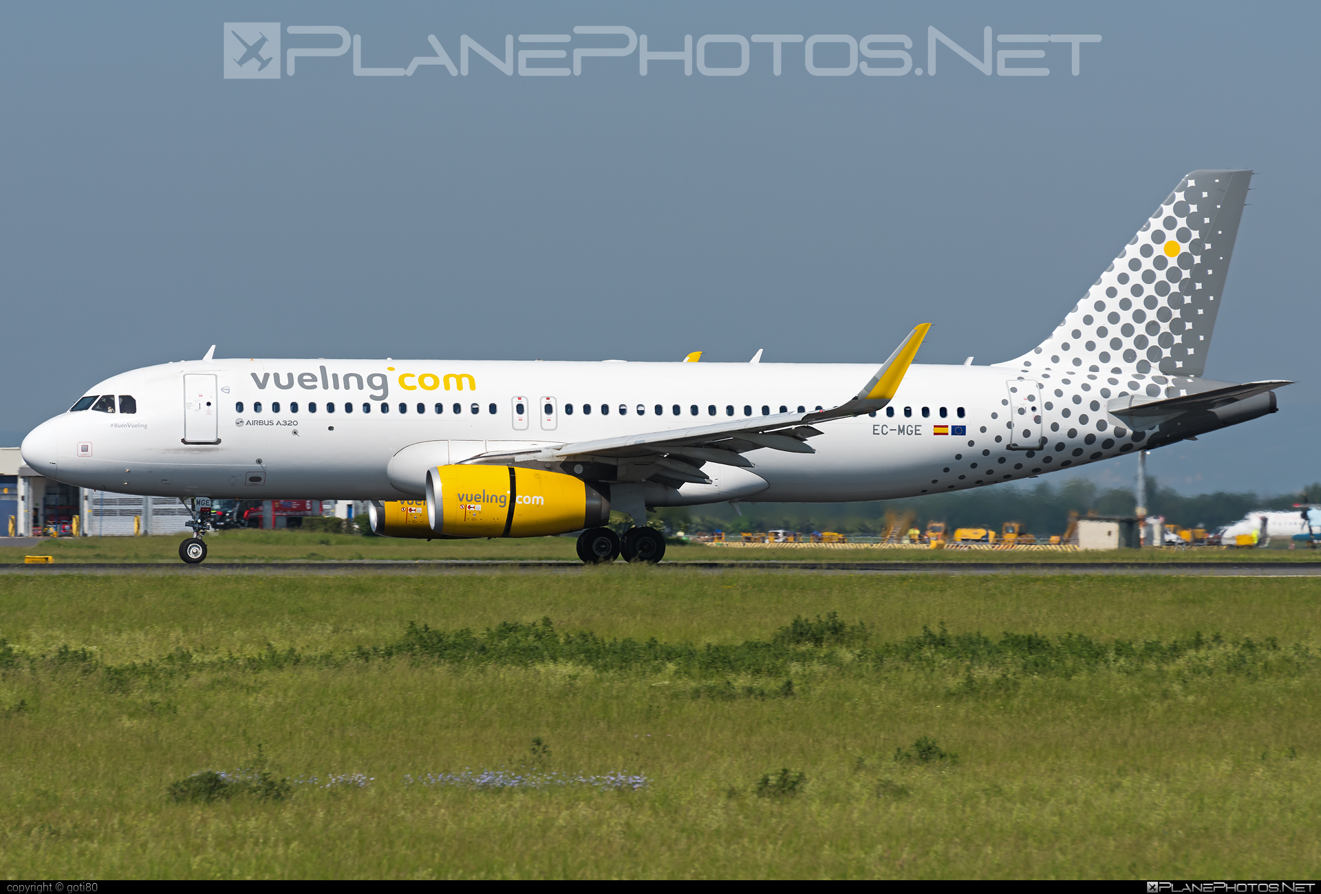 Airbus A320-232 - EC-MGE operated by Vueling Airlines #a320 #a320family #airbus #airbus320 #vueling #vuelingairlines