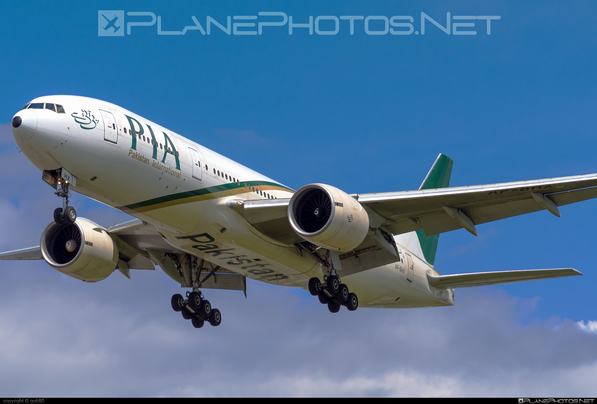 Boeing 777-200ER - AP-BHX operated by Pakistan International Airlines (PIA) #b777 #b777er #boeing #boeing777 #tripleseven