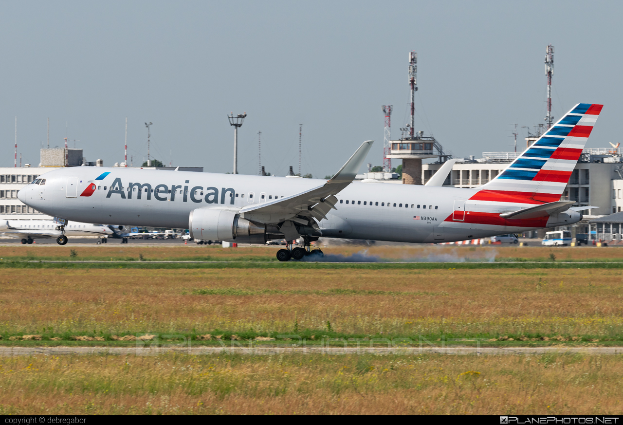 Boeing 767-300ER - N390AA operated by American Airlines #americanairlines #b767 #b767er #boeing #boeing767