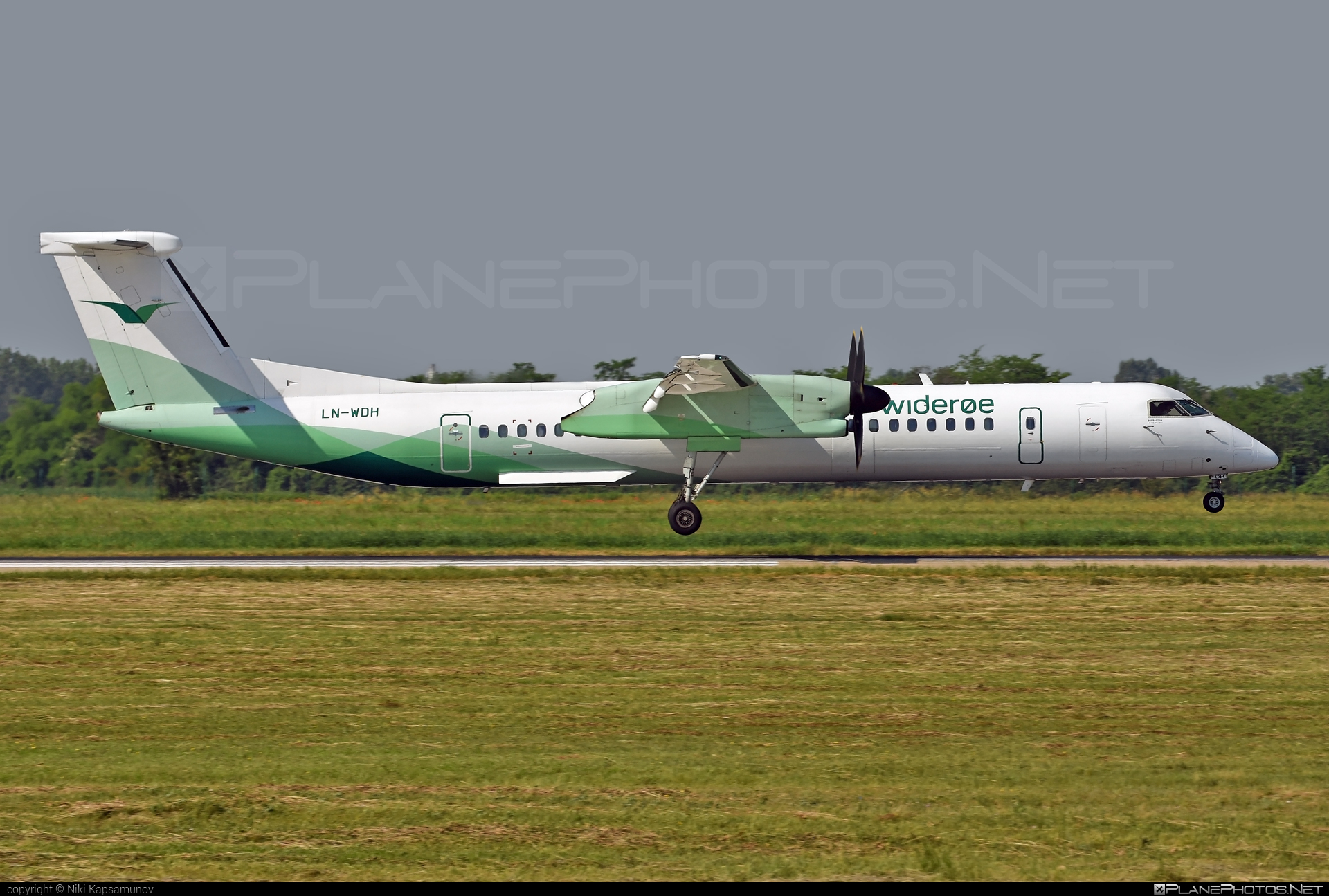 Bombardier DHC-8-Q402 Dash 8 - LN-WDH operated by Widerøe #bombardier #wideroe