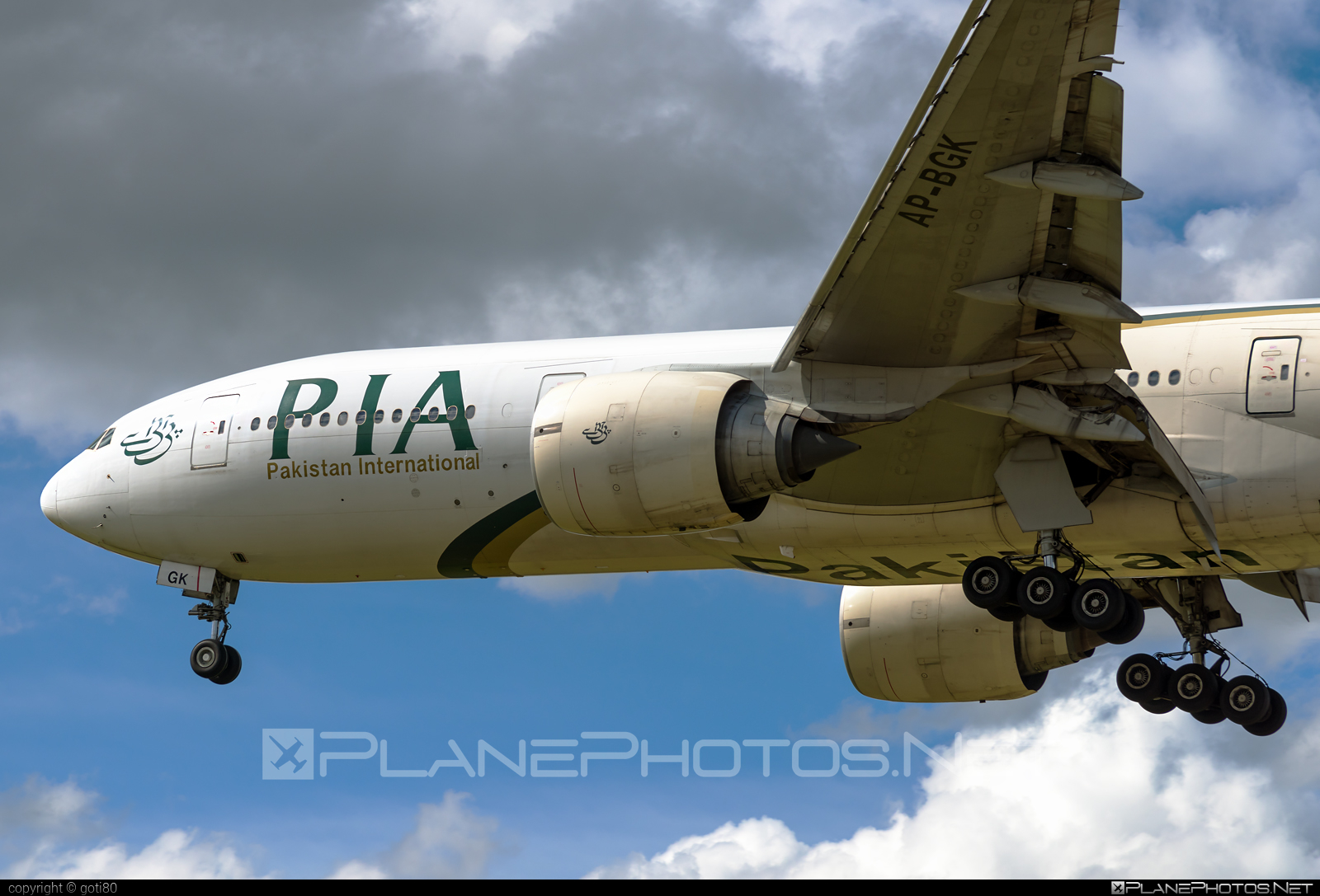 Boeing 777-200ER - AP-BGK operated by Pakistan International Airlines (PIA) #b777 #b777er #boeing #boeing777 #tripleseven
