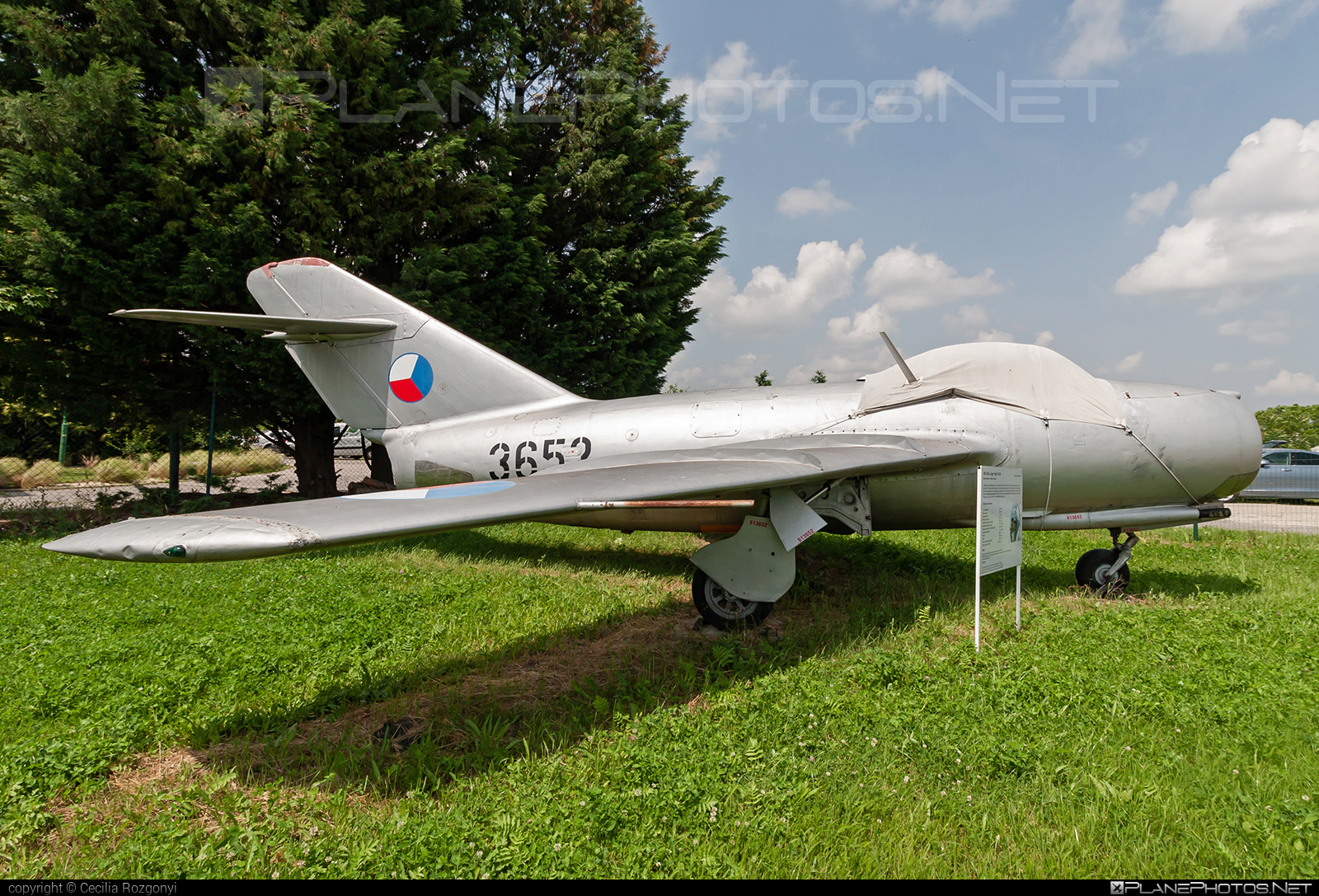 Aero S-103 - 3652 operated by Letectvo ČSĽA (Czechoslovak Air Force) #aero #aeros103 #mig15 #mig15bis